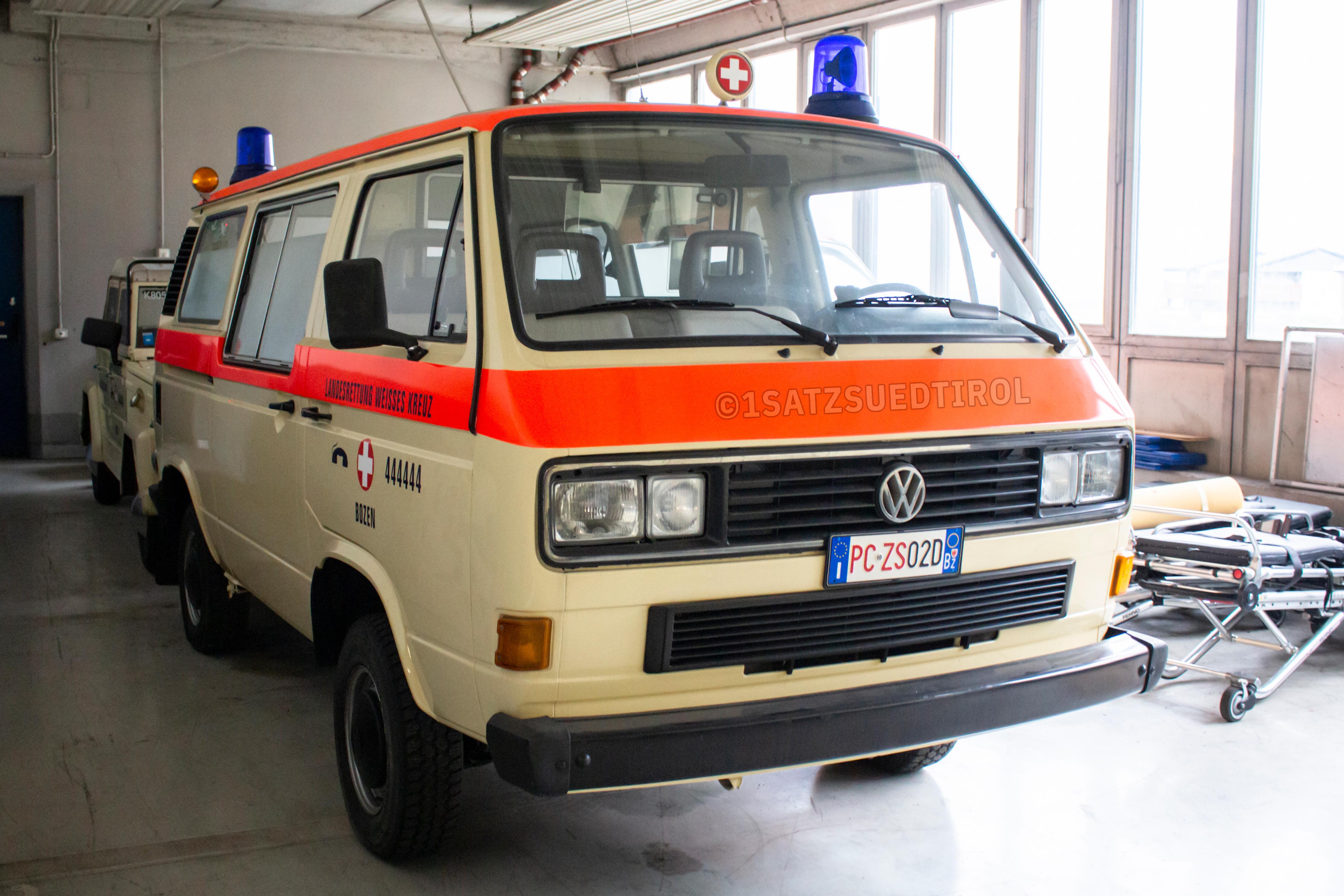 AWM VW T4 LR Hochdach RTW Weißes Kreuz