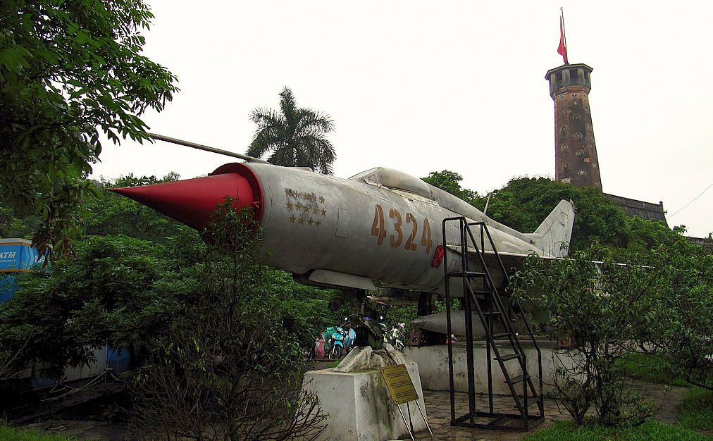 Vietnam People's Air Force MIG-21 (4324).jpg