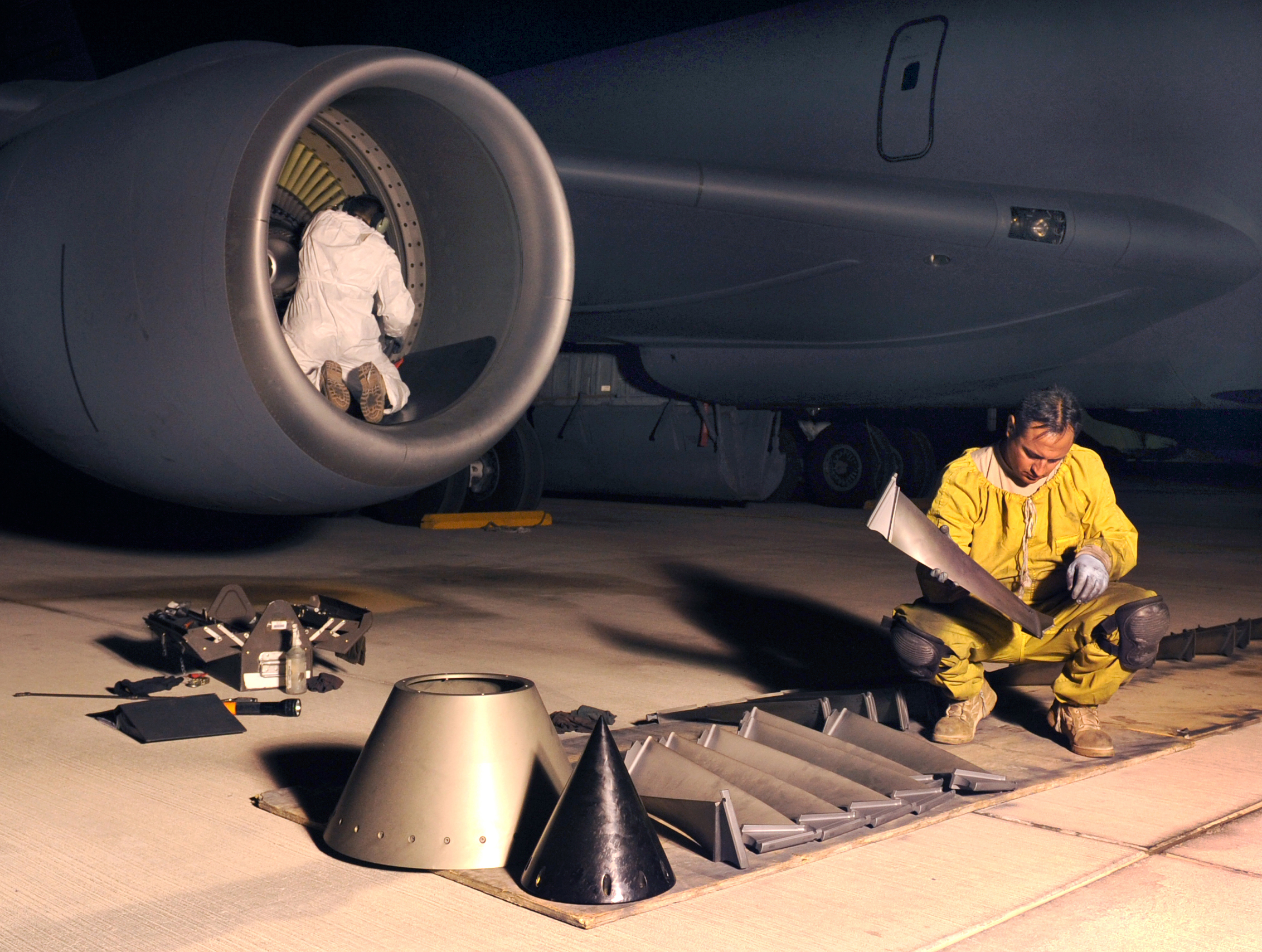 File:Visual inspection of compressor blades-090108-F-9919G-746.jpg ...