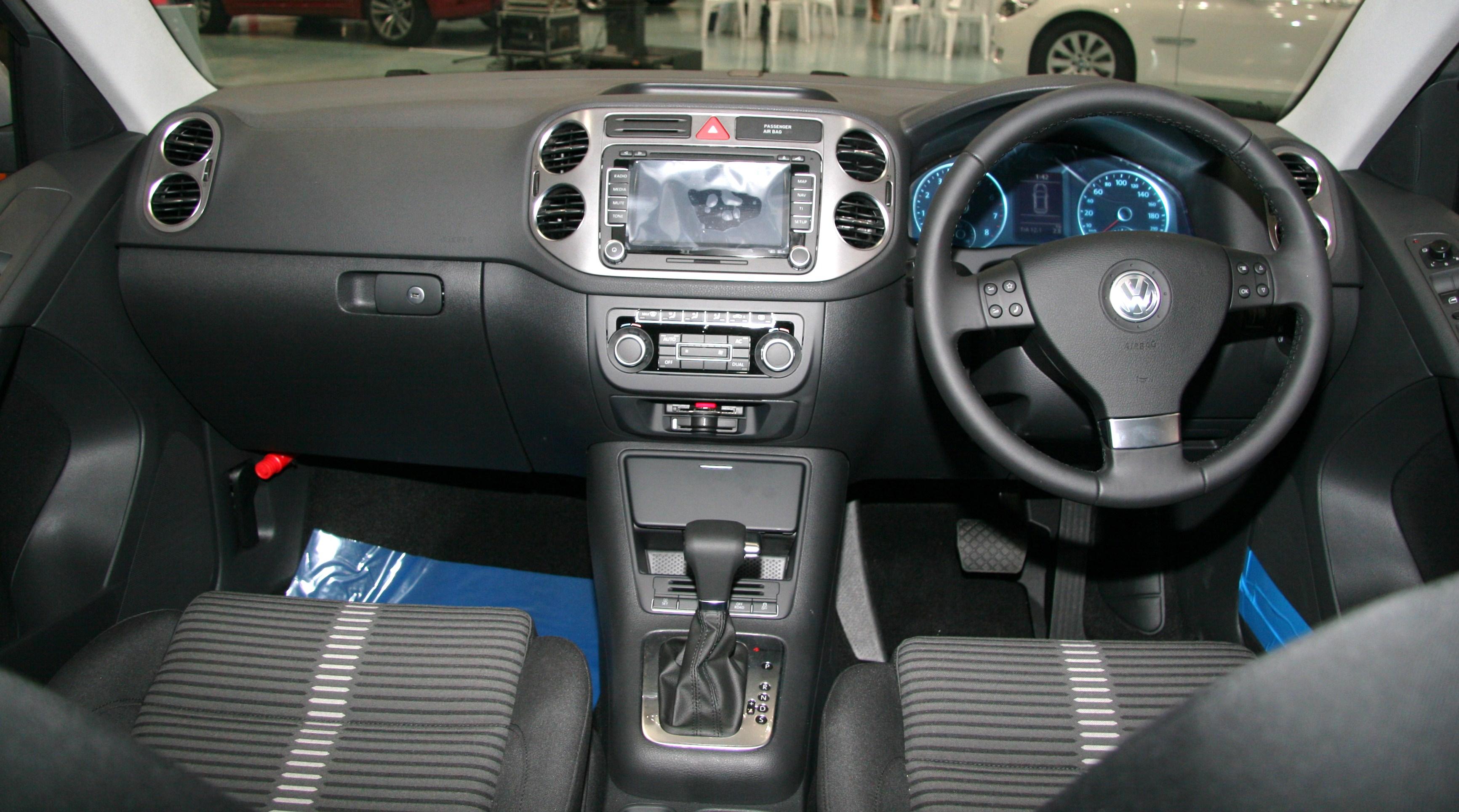 ファイル Volkswagen Tiguan Interior Jpg Wikipedia