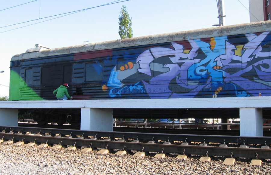 http://upload.wikimedia.org/wikipedia/commons/c/c3/Wagon_graffiti_russia.jpg