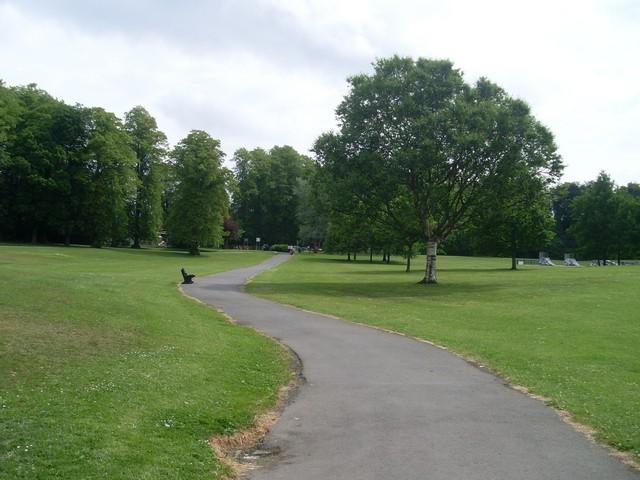 Winding path in Rouken Glen Park - geograph.org.uk - 1352416