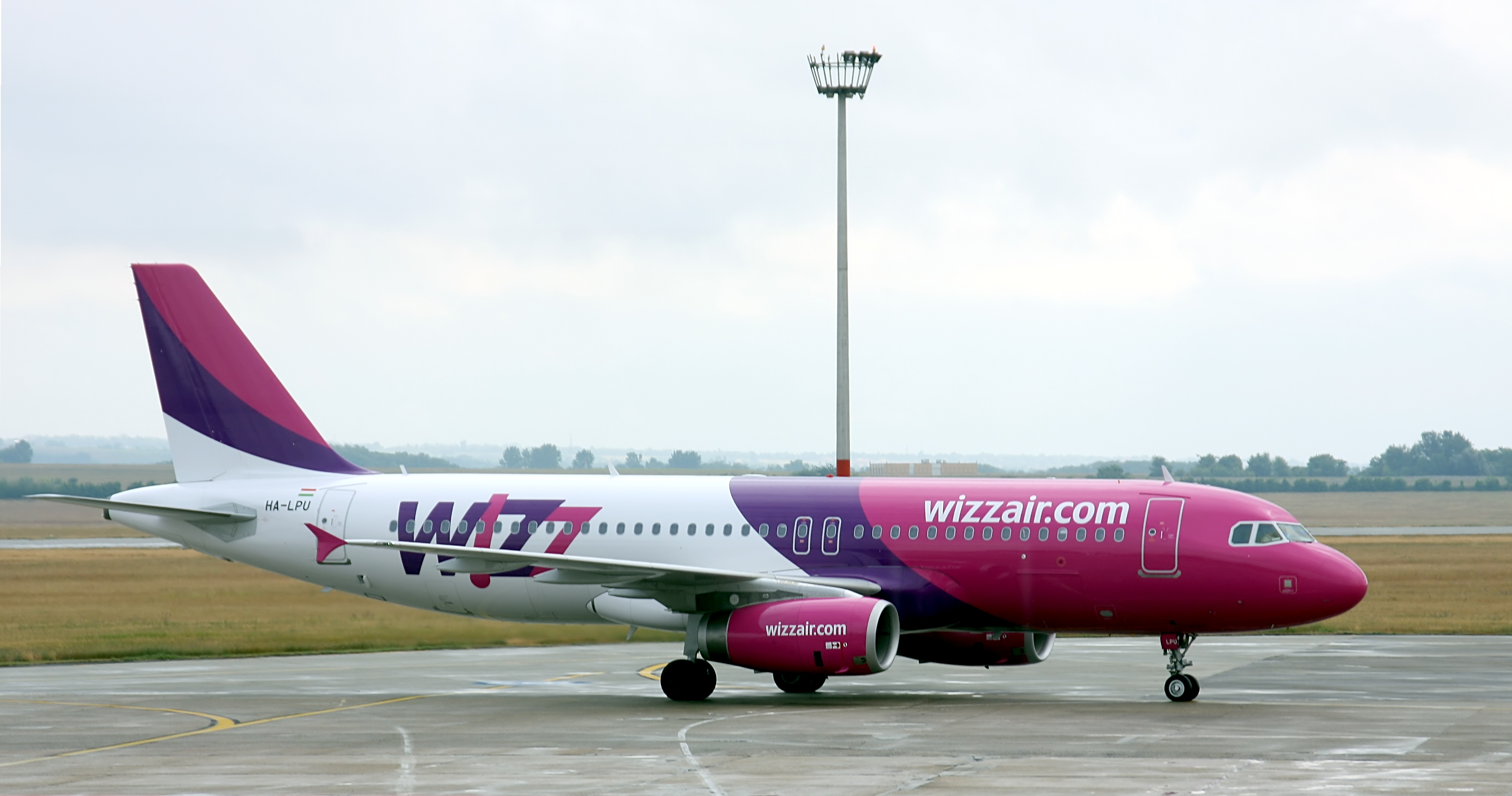 File:Wizz Air - HA-LPU - Airbus A320-200 - Airport Budapest (0633 ...