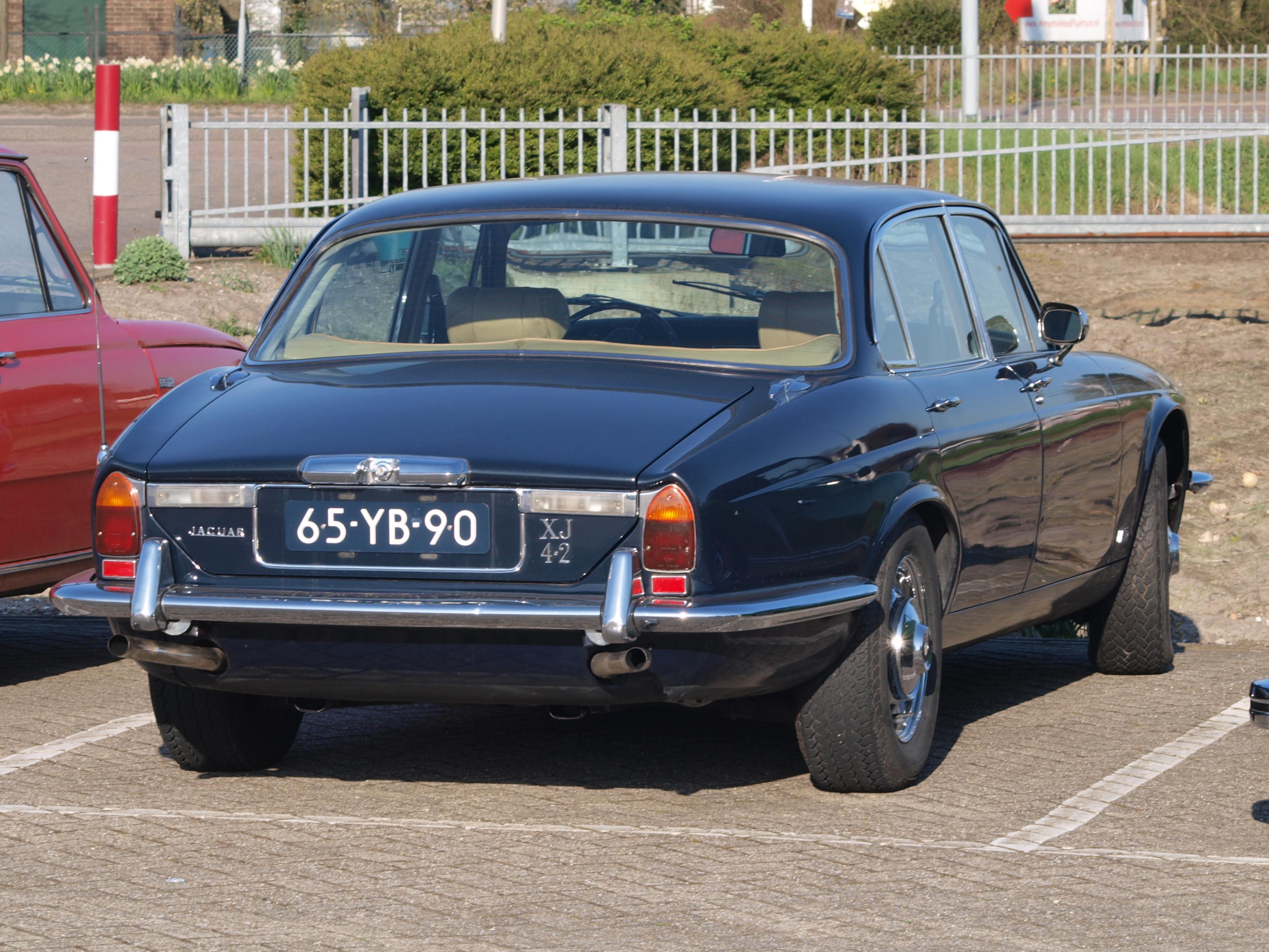 File:1977 Jaguar XJ 6 L, licence no 65-YB-90.JPG - Wikimedia Commons