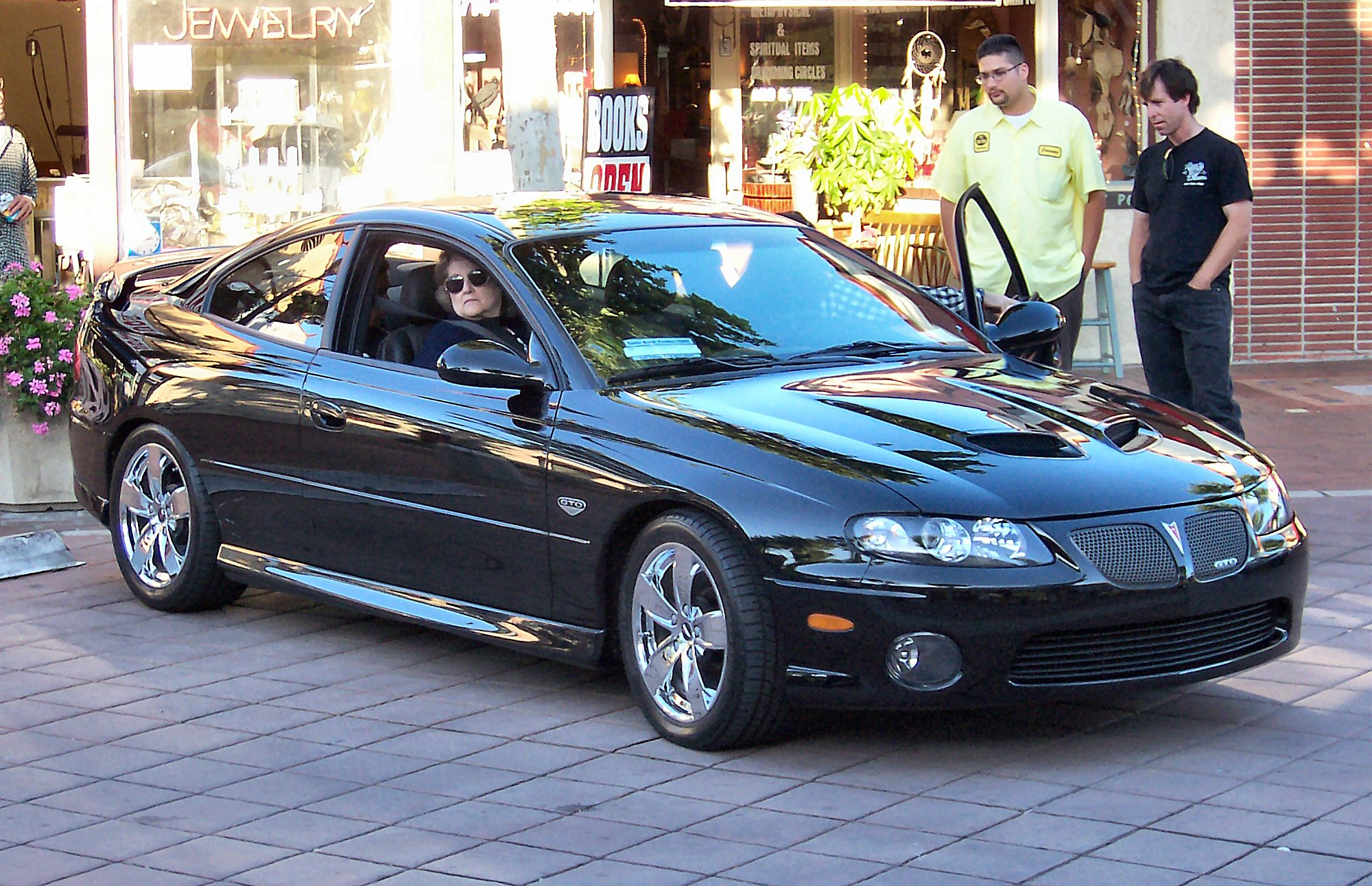 File 2005 Pontiac Gto Jpg Wikimedia Commons