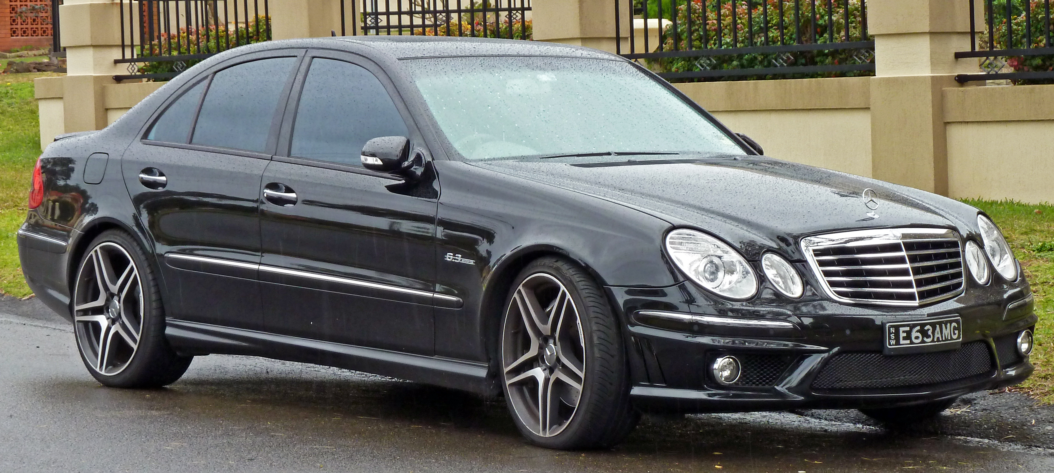 file 2006 2009 mercedes benz e 63 amg w211 sedan wikipedia. Black Bedroom Furniture Sets. Home Design Ideas