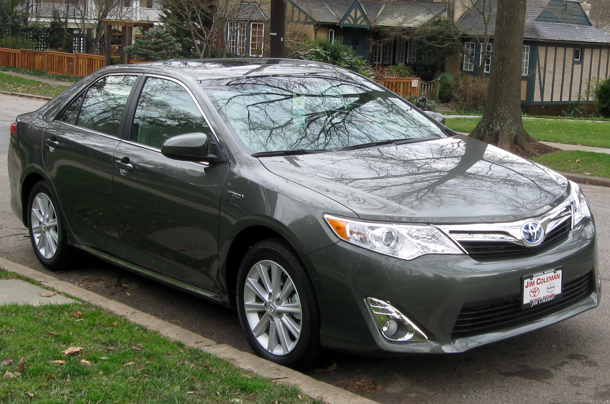 file 2012 toyota camry hybrid xle 01 01 wikimedia commons. Black Bedroom Furniture Sets. Home Design Ideas