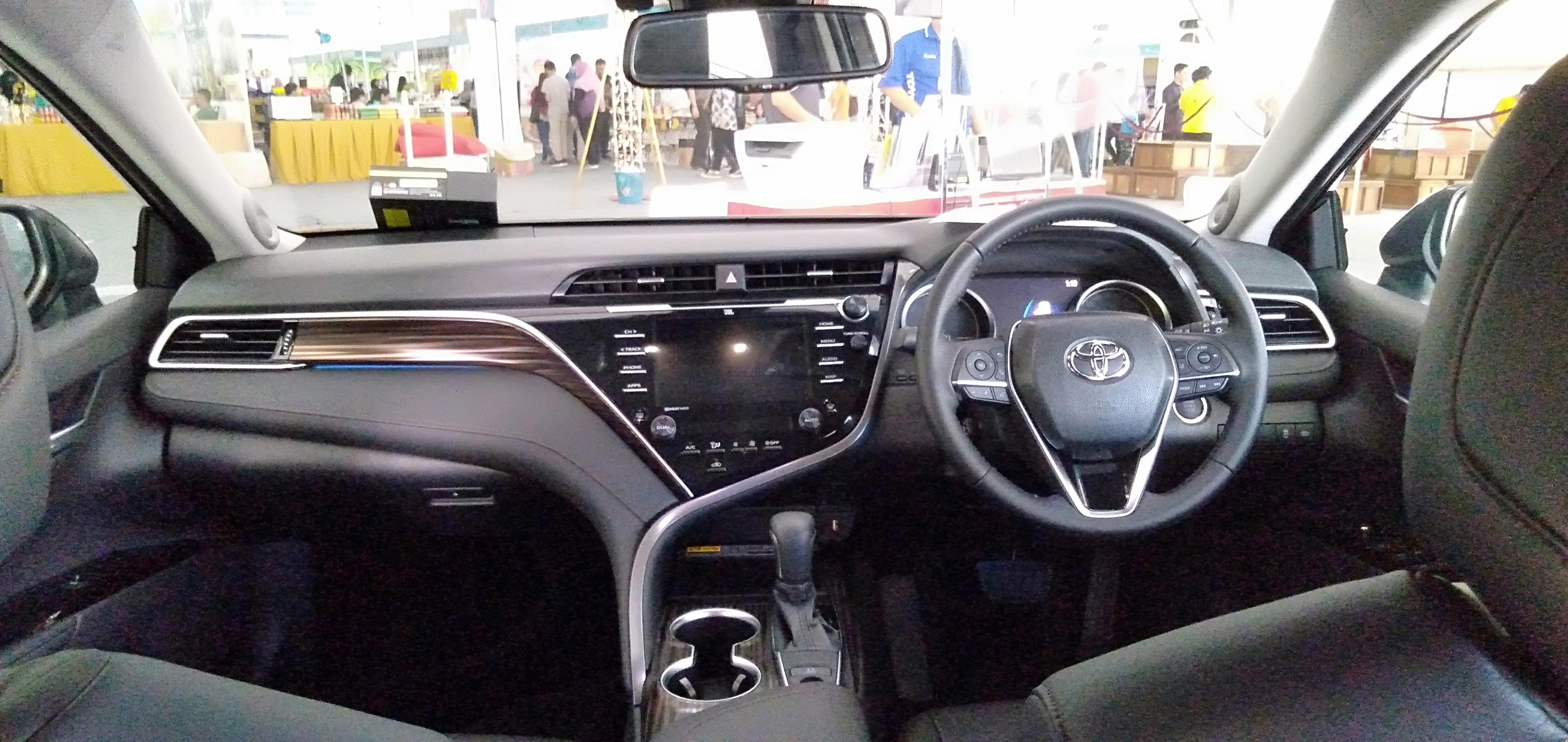 Toyota Camry Interior >> File 2020 Toyota Camry 2 5 Interior Jpg Wikimedia Commons