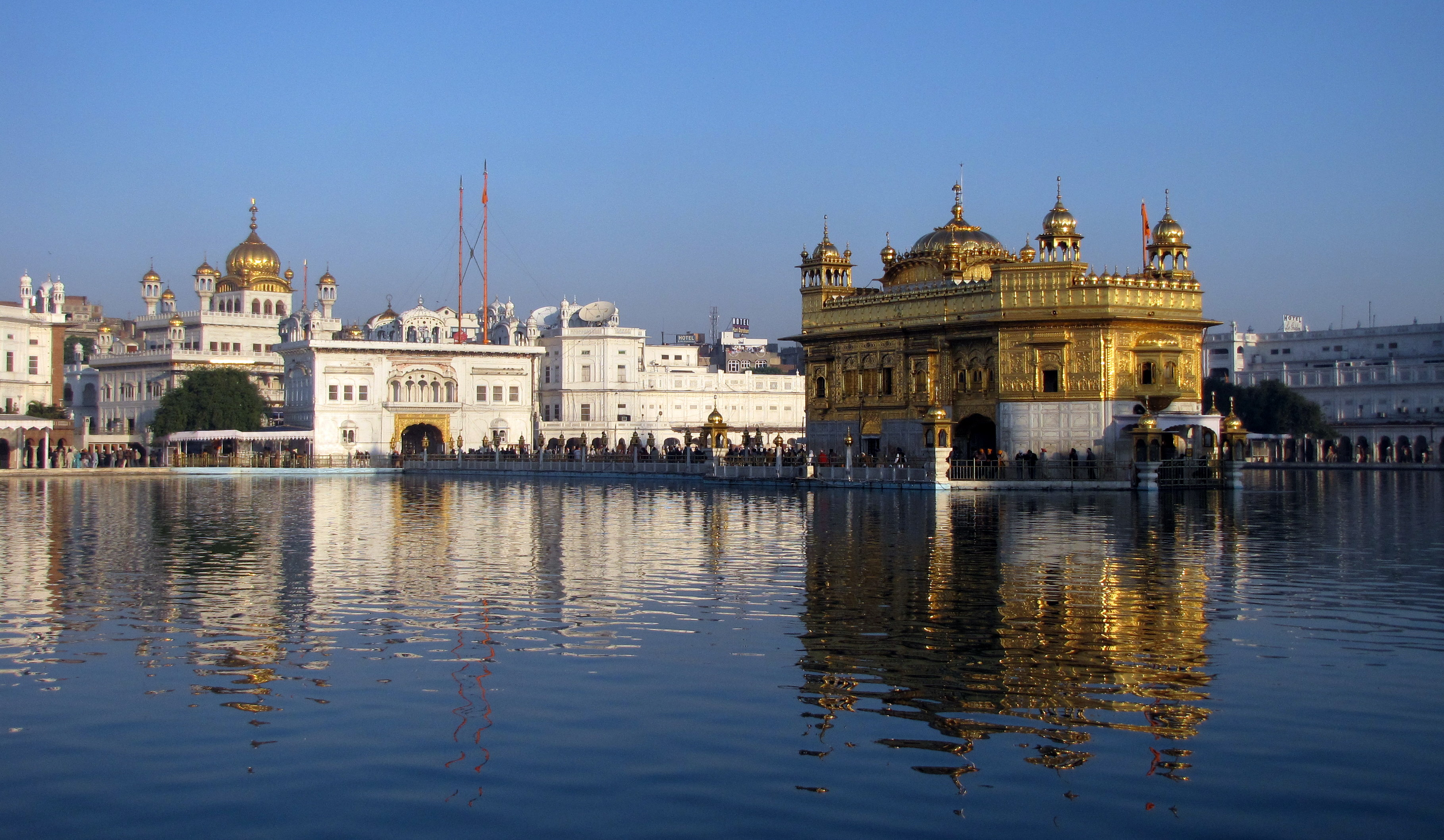 http://upload.wikimedia.org/wikipedia/commons/c/c4/Akal_Takht_and_Harmandir_Sahib,_Amritsar,_Punjab,_India.jpg