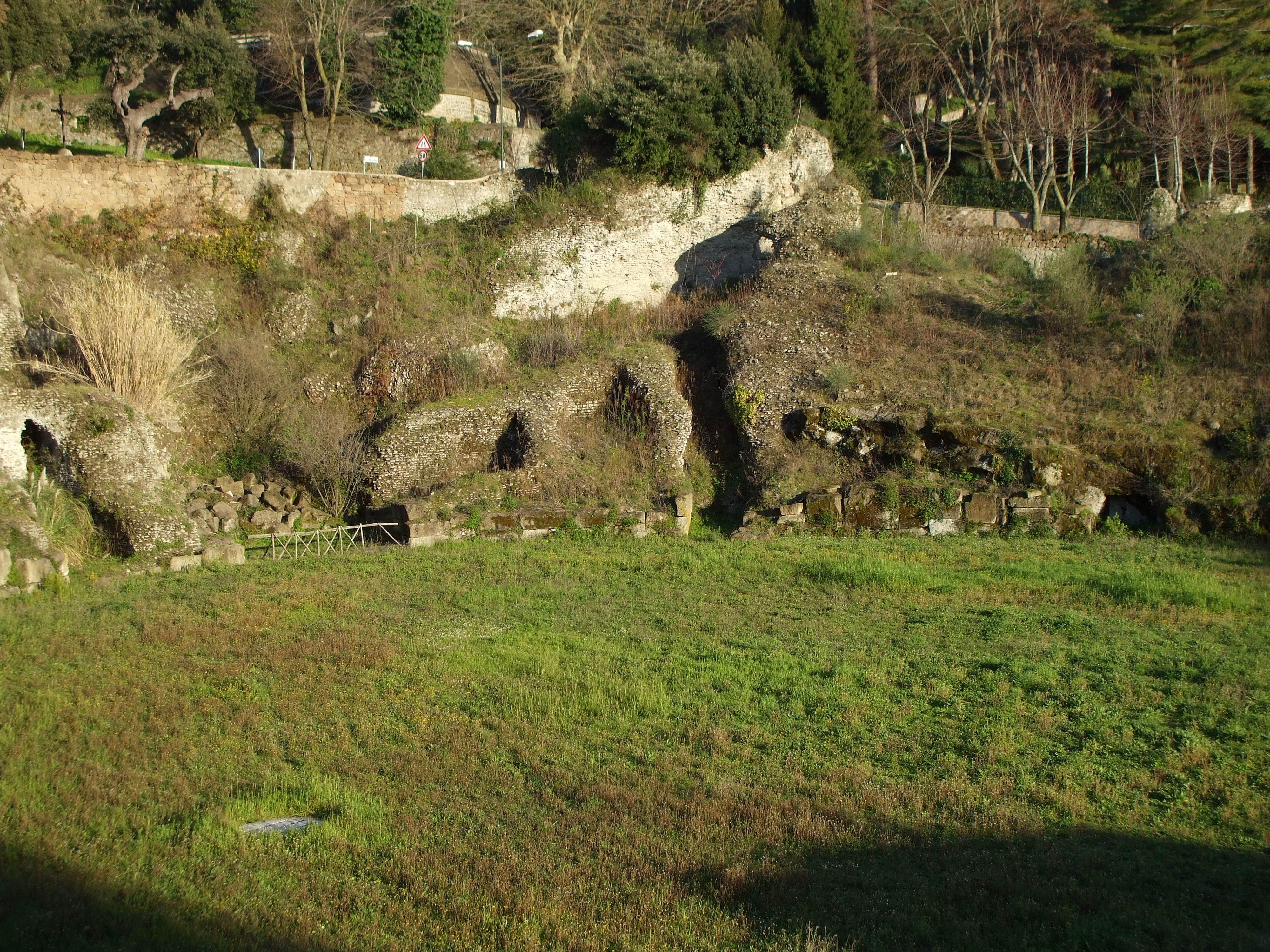 Sedile Imponente E Severo.Anfiteatro Romano Di Albano Laziale Wikipedia