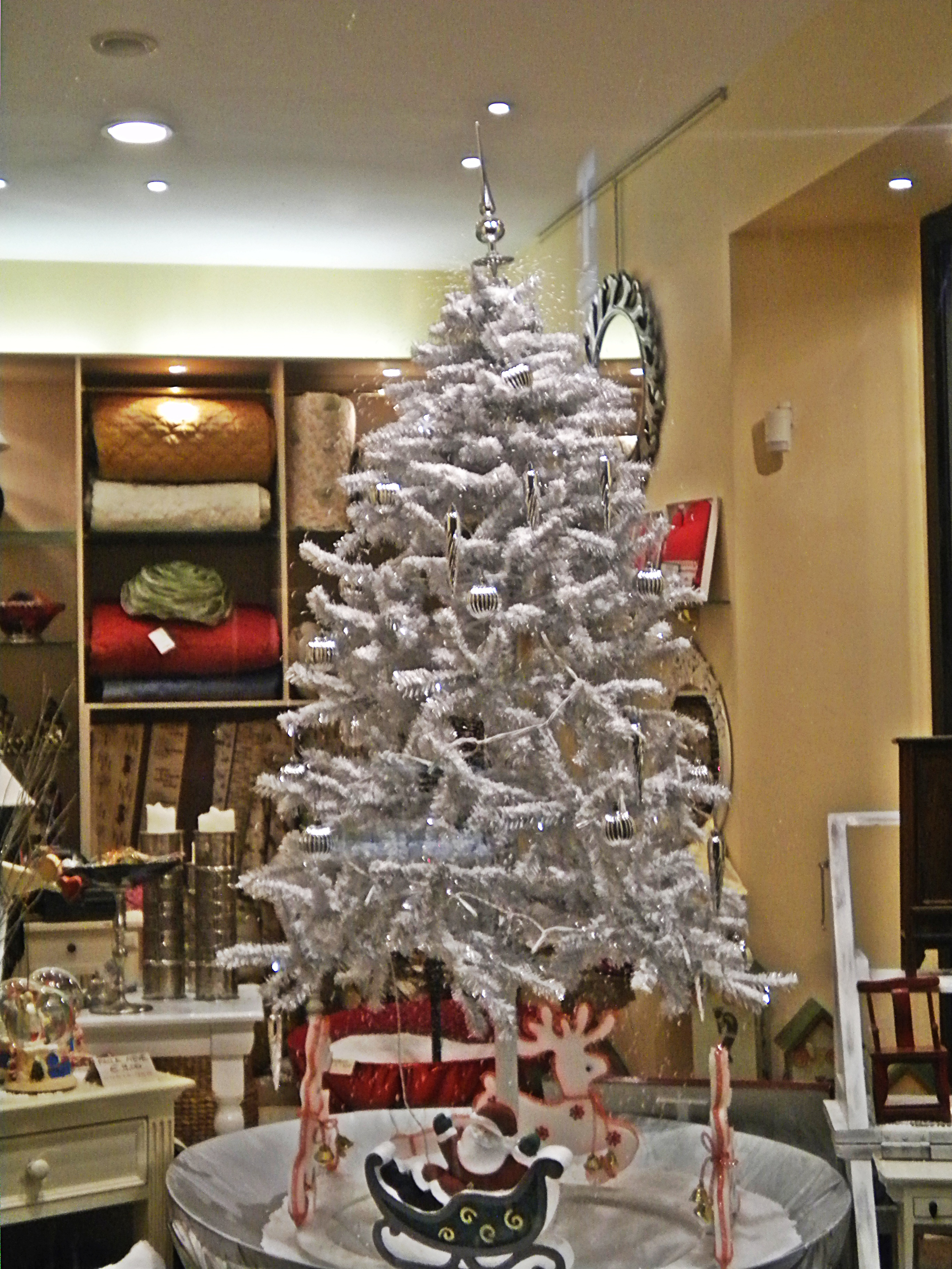 Foto Alberi Di Natale Bianchi file:albero di natale bianco - wikimedia commons