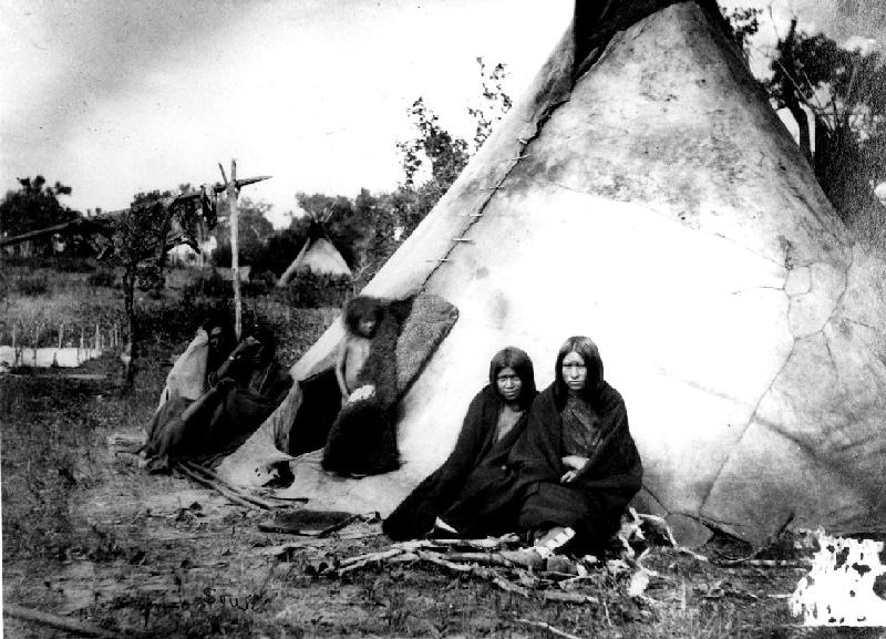 Archivo:Arapaho camp, ca. 1870.jpg