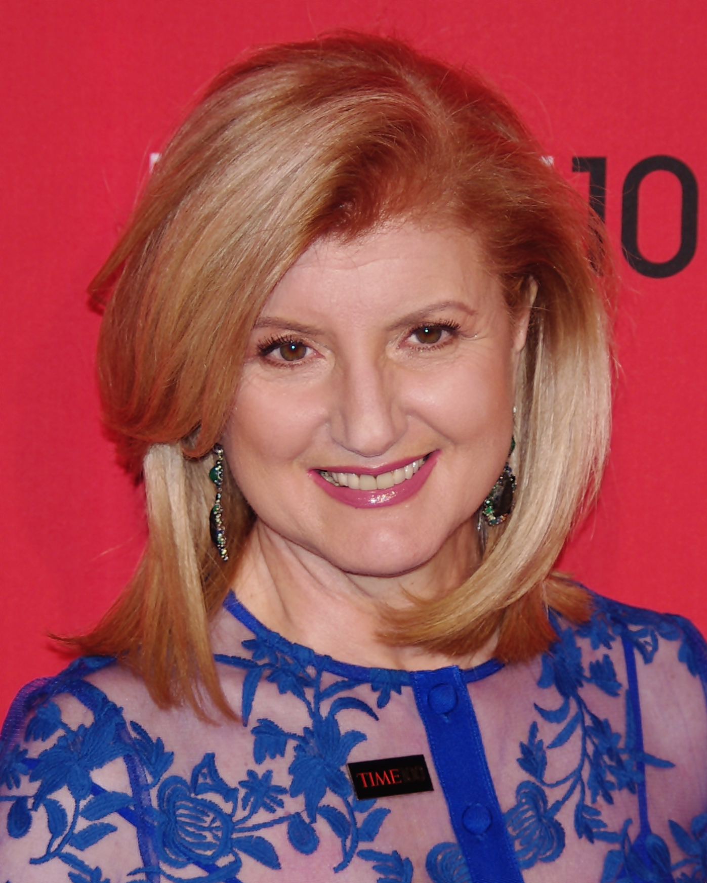 The 67-year old daughter of father Konstantinos Stassinopoulos and mother Elli Stassinopoulos, 178 cm tall Arianna Huffington in 2017 photo
