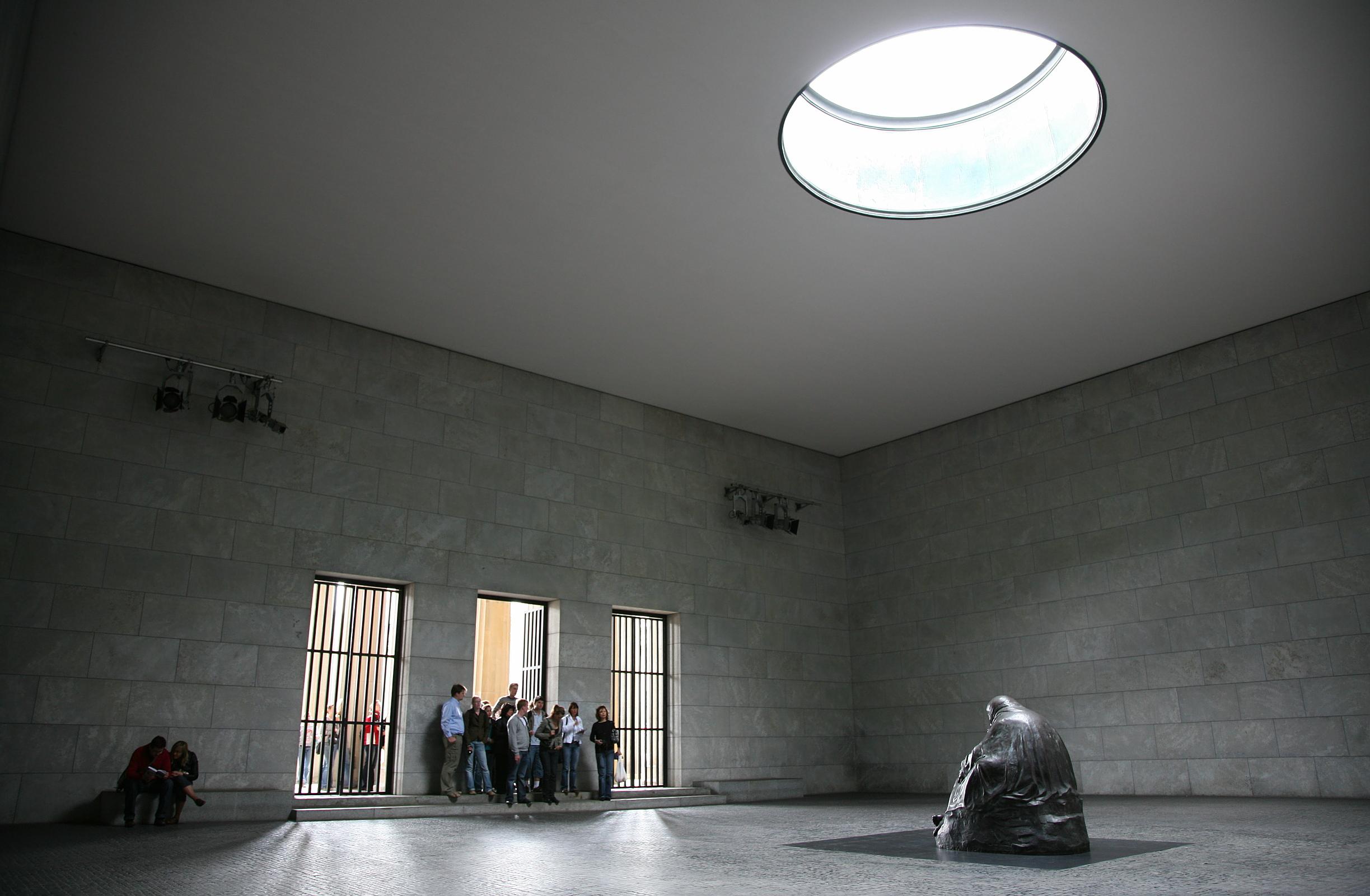 B Neue Wache interior 1b.jpg