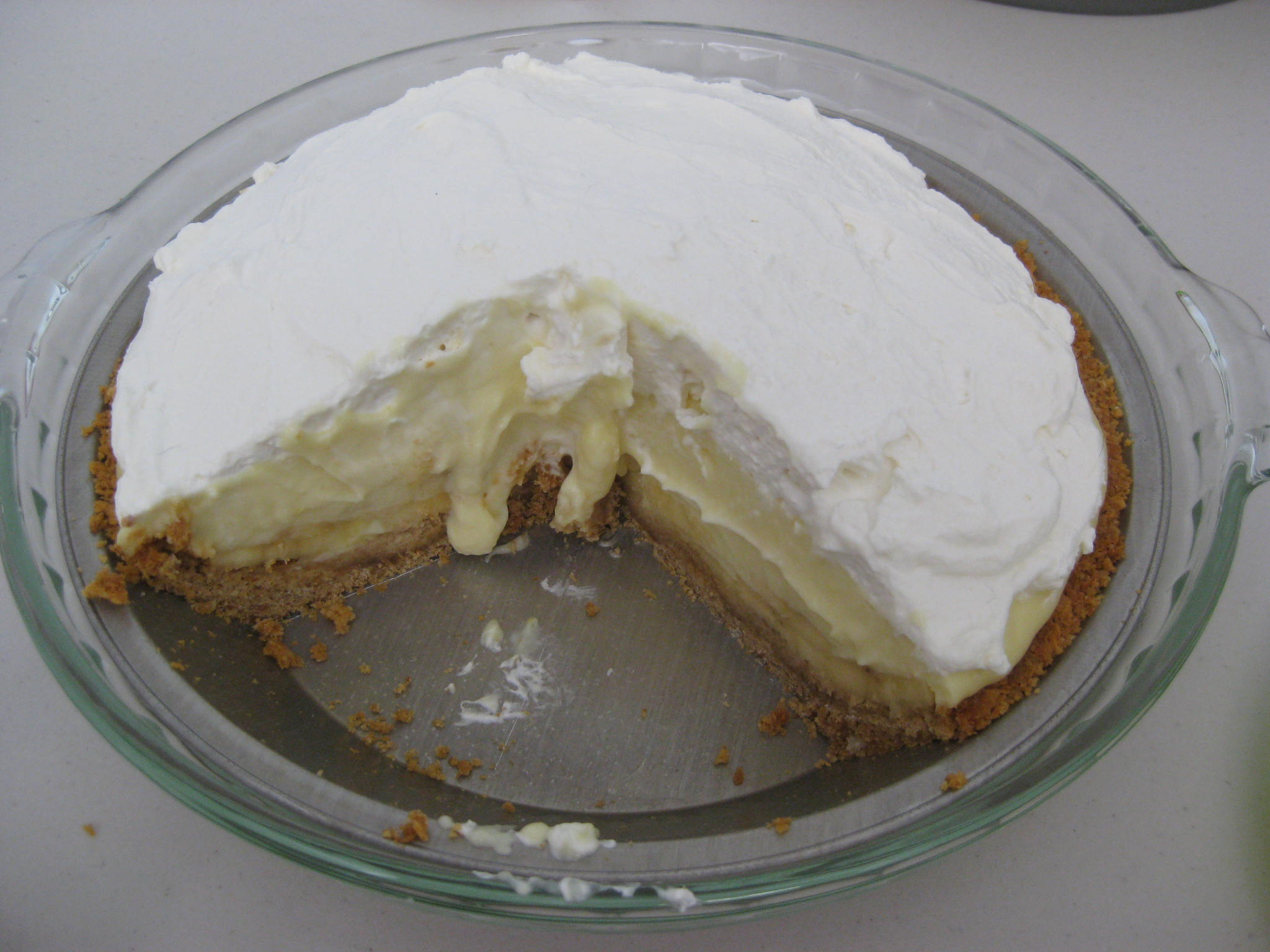 Creampie Pie 51282   Description Banana cream pie with slic
