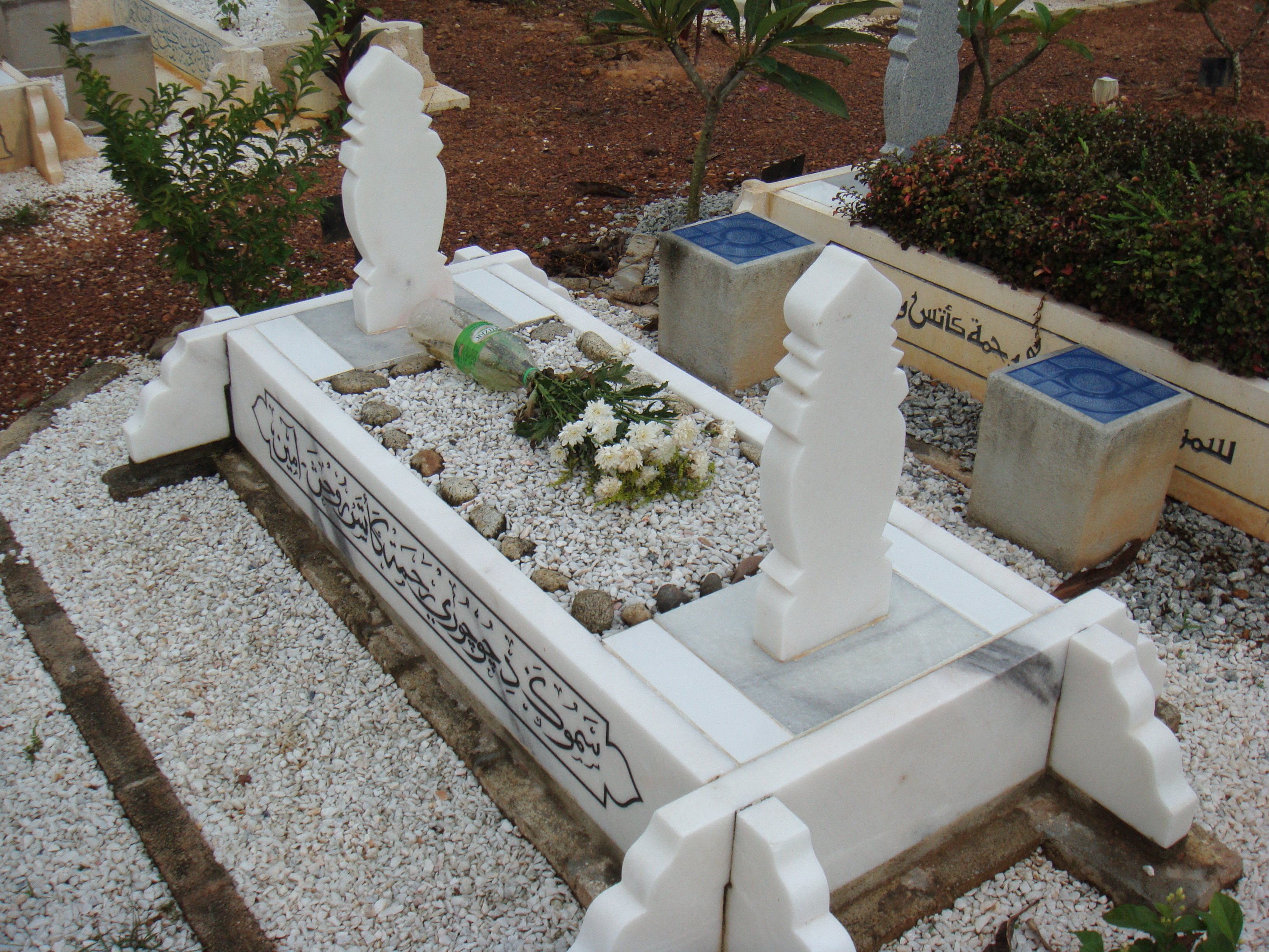Description Batu nisan (perempuan) kubur Islam.JPG