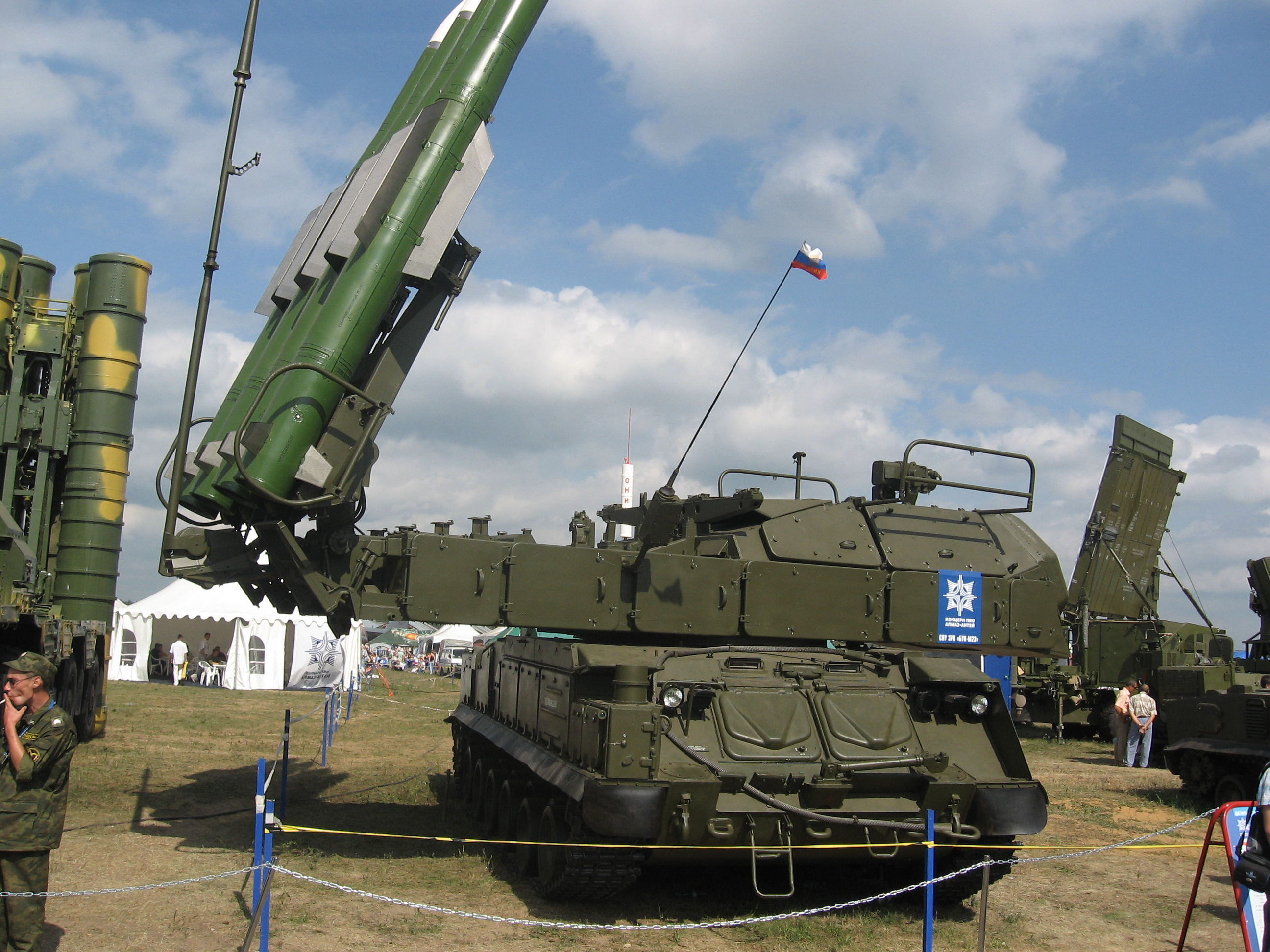 http://upload.wikimedia.org/wikipedia/commons/c/c4/Buk-M2-MAKS-2007.jpg