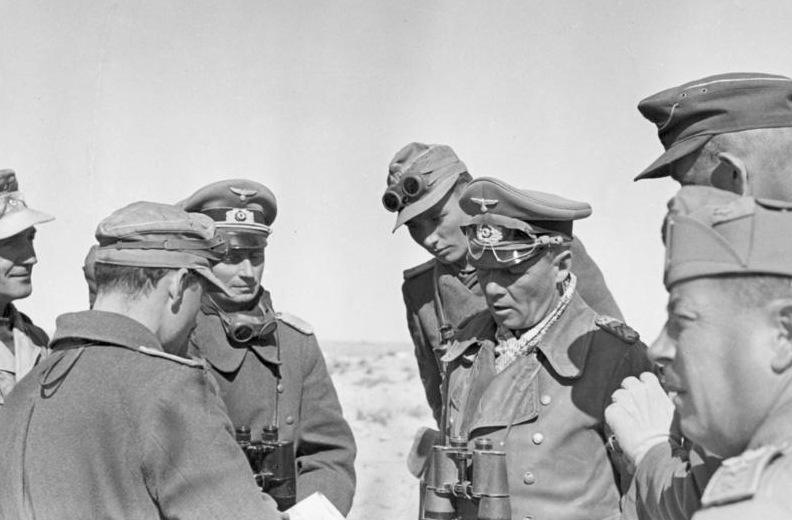File:Bundesarchiv Bild 183-1982-0927-503, Bei El Agheila, Rommel bei italienischer Division.jpg