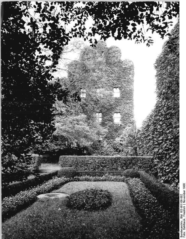 Bundesarchiv_Bild_183-W1108-002%2C_Wittenberg%2C_Melanchthon-Haus%2C_Gartenseite.jpg
