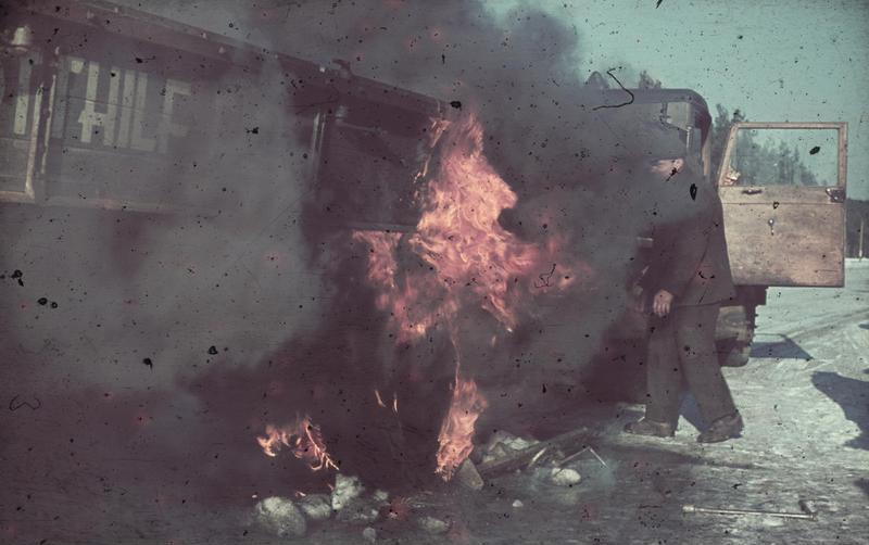 File:Bundesarchiv N 1603 Bild-092, Jalta, brennendes Anhänger.jpg
