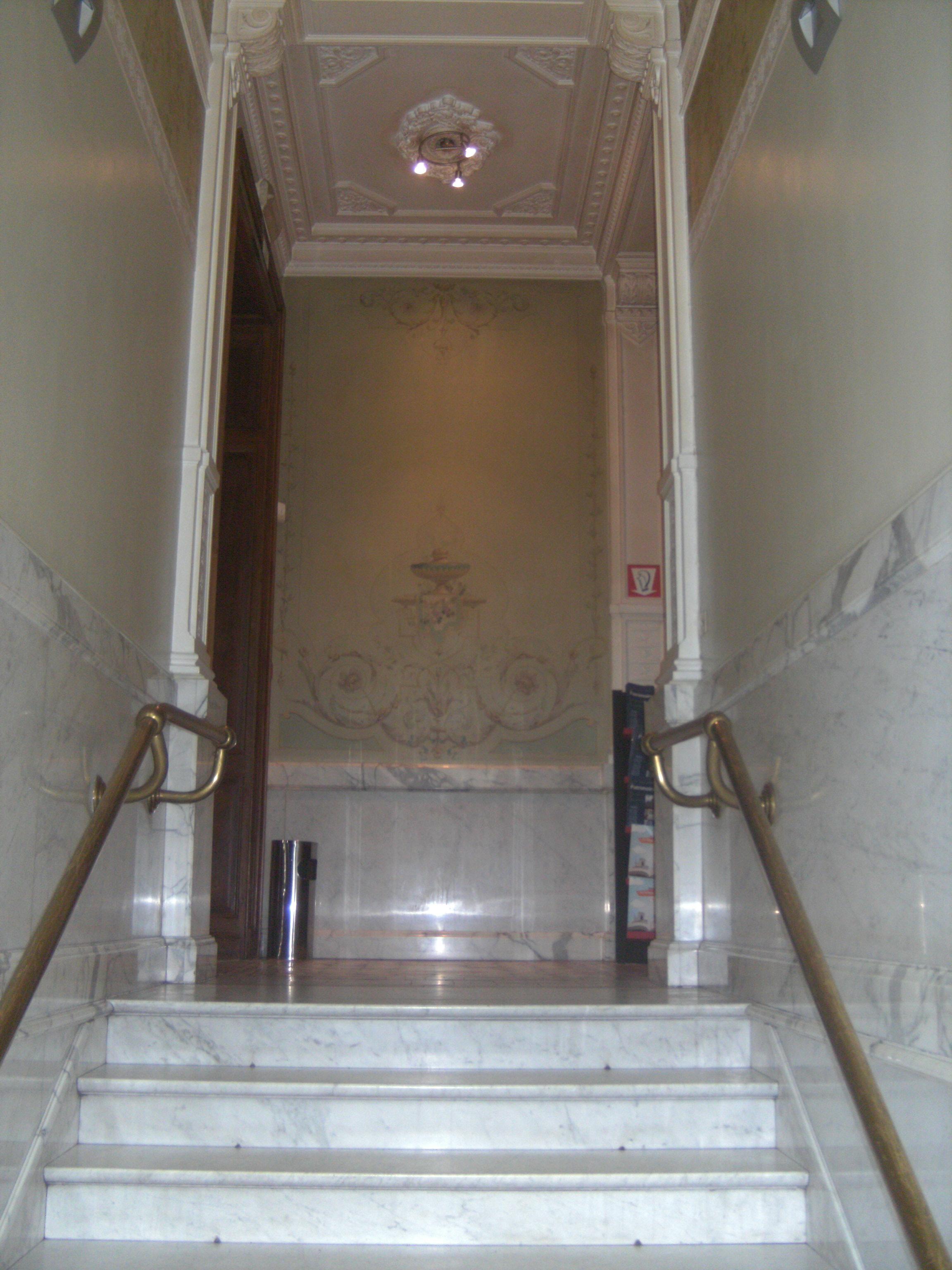 File:Charleroi - Maison dorée - hall d\'entrée.jpg ...