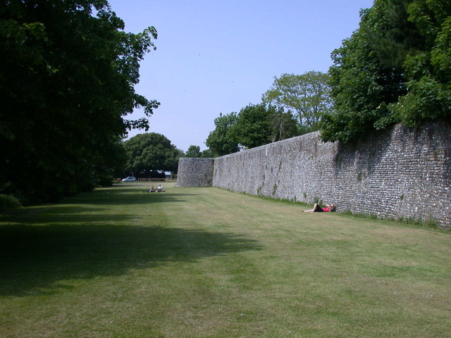 Chichester town walls - geograph.org.uk - 816530