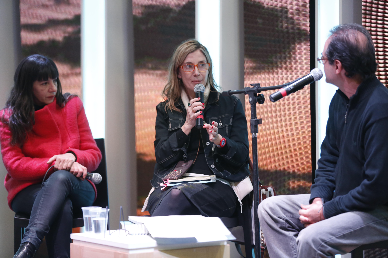 Fandermole con la escritora argentina María Negroni, en 2015