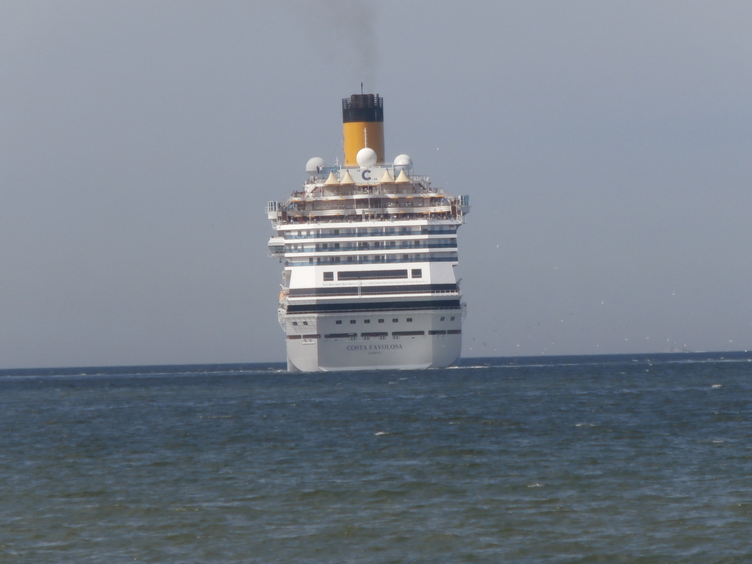 File costa favolosa stern tallinn 2 june 2015 jpg for Costa favolosa wikipedia