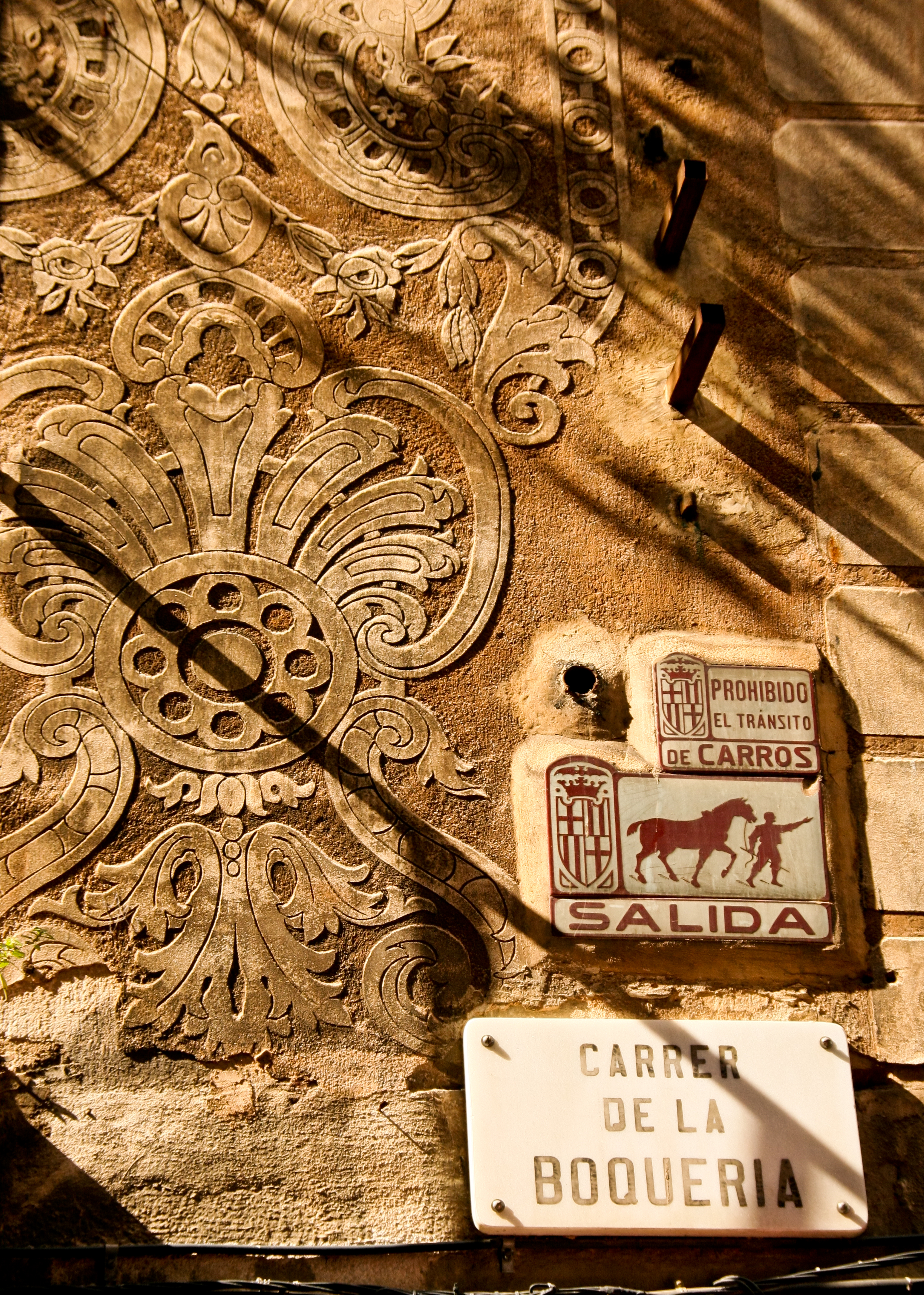 File:Decorative Plaster On Walls Of Building, Barcelona (4983834096)