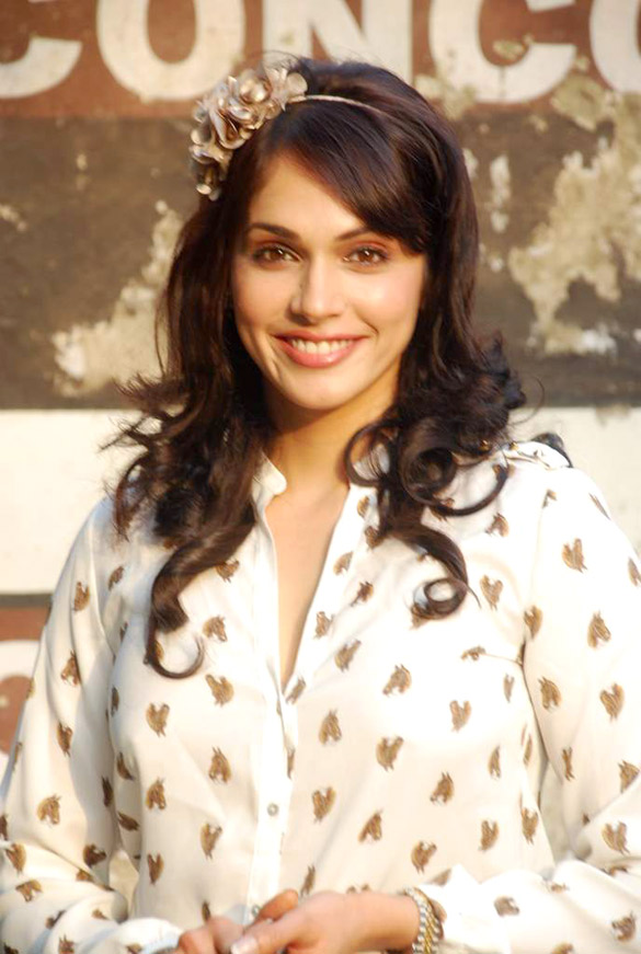 Isha koppikar galleries 72