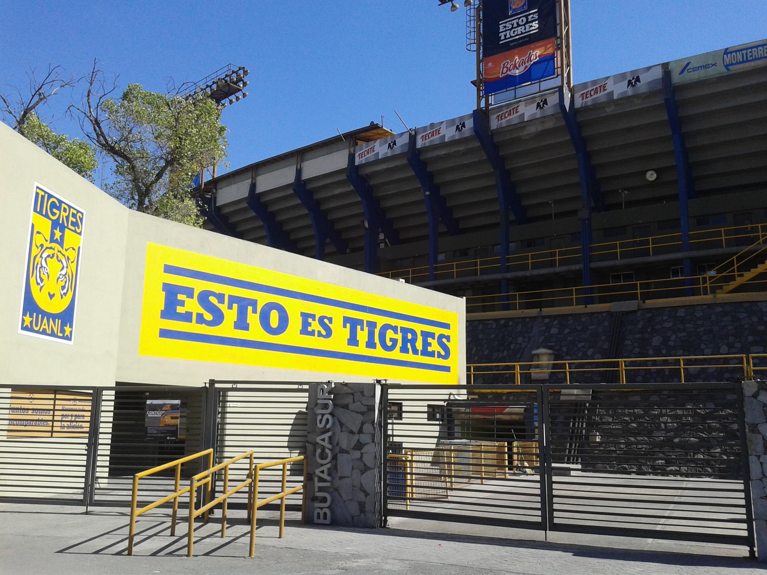 Estadio universitario for Puerta 6a estadio universitario