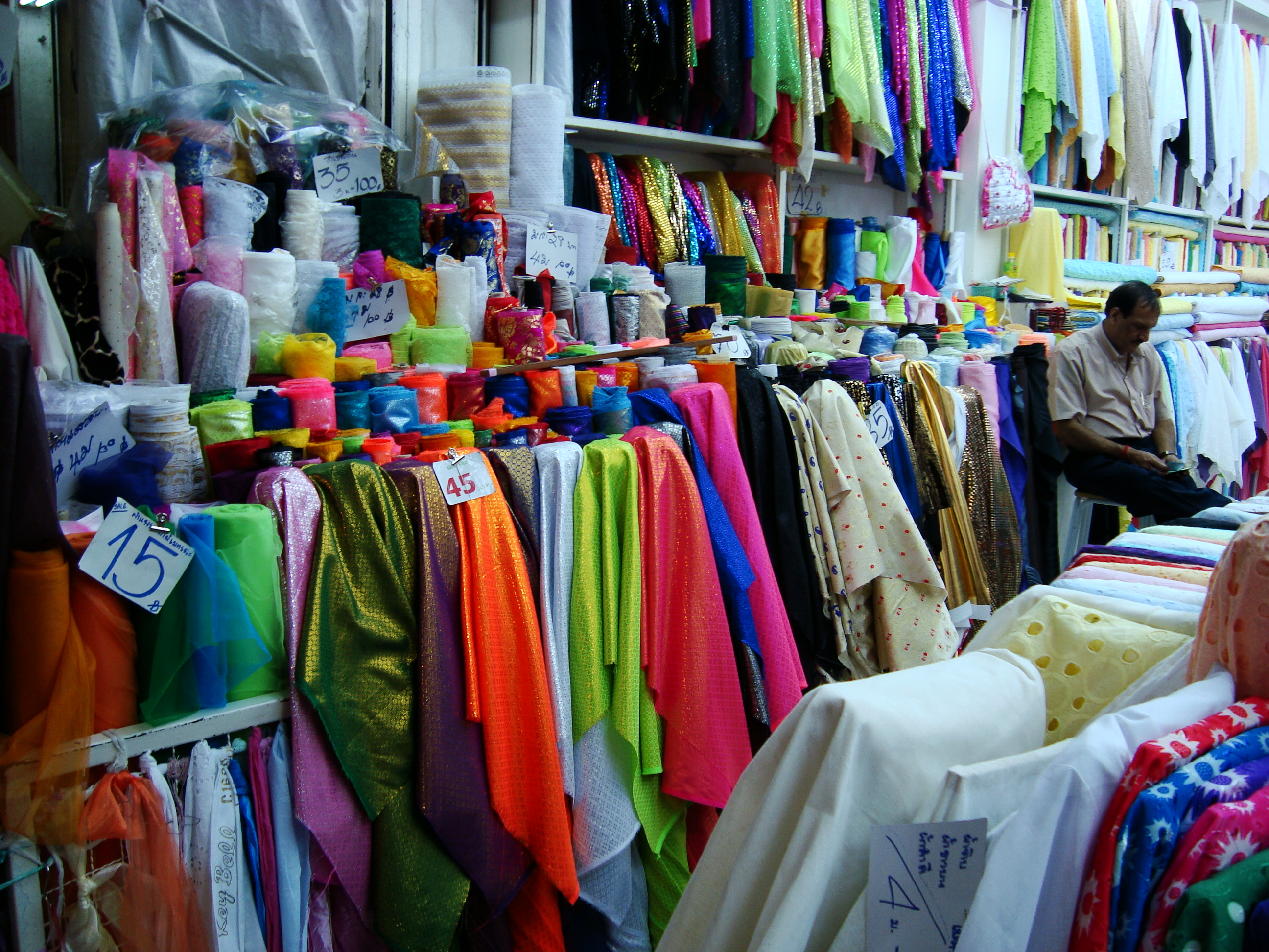 File:Fabric store in Sampeng Lane, Samphanthawong District ...