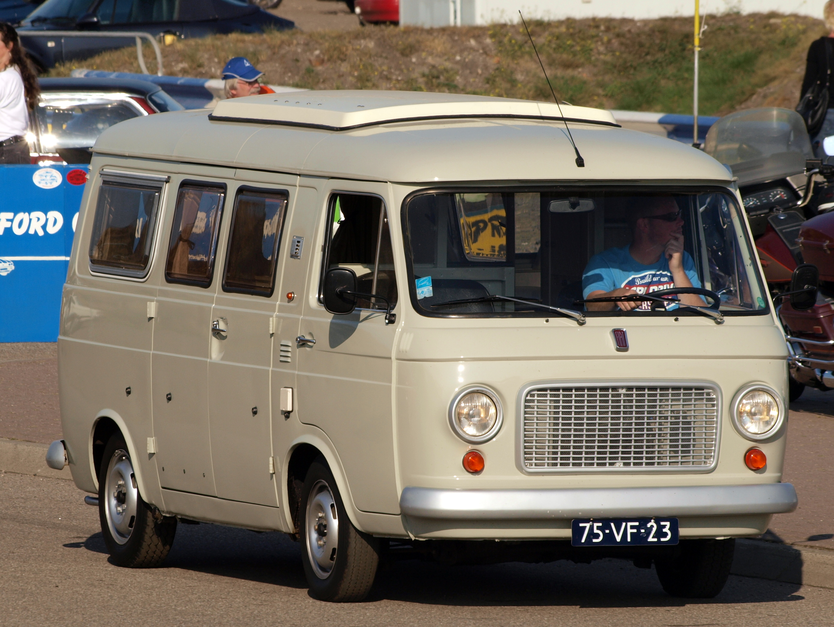 File:Fiat 238 dutch licence registration 75-VF-23 pic01.jpg