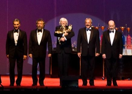 Les Luthiers en su show ''Los Premios Mastropiero'', en 2006