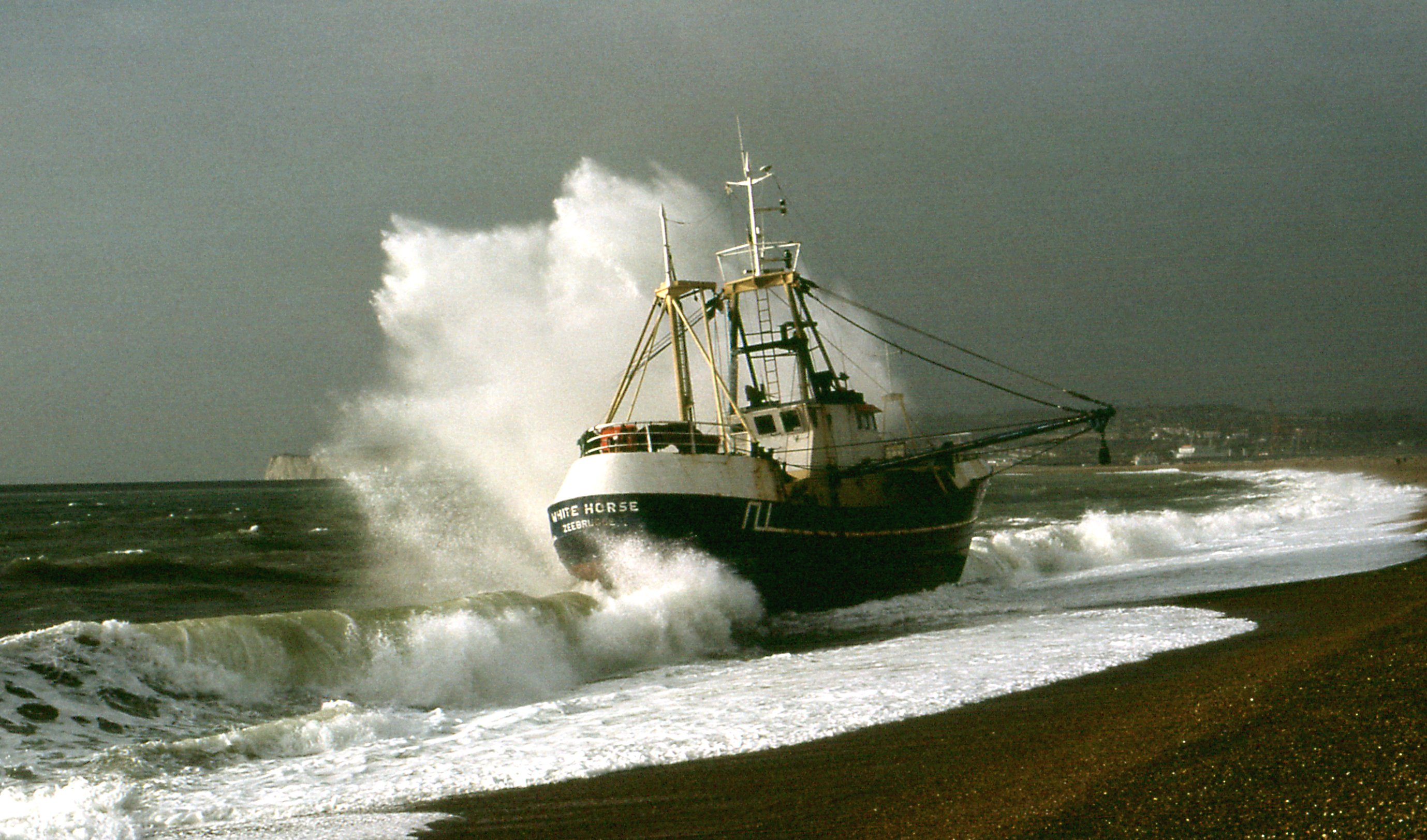 "File:Fishing trawler ""White Horse"" beached in Seaford ..."