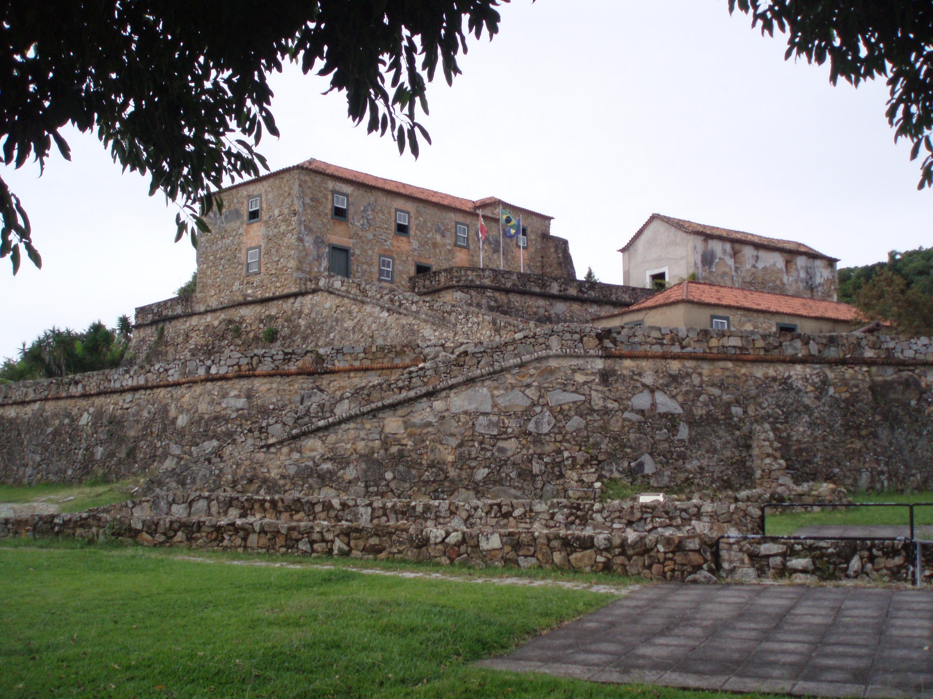 fortaleza de são josé da ponta grossa em florianópolis - praia do forte