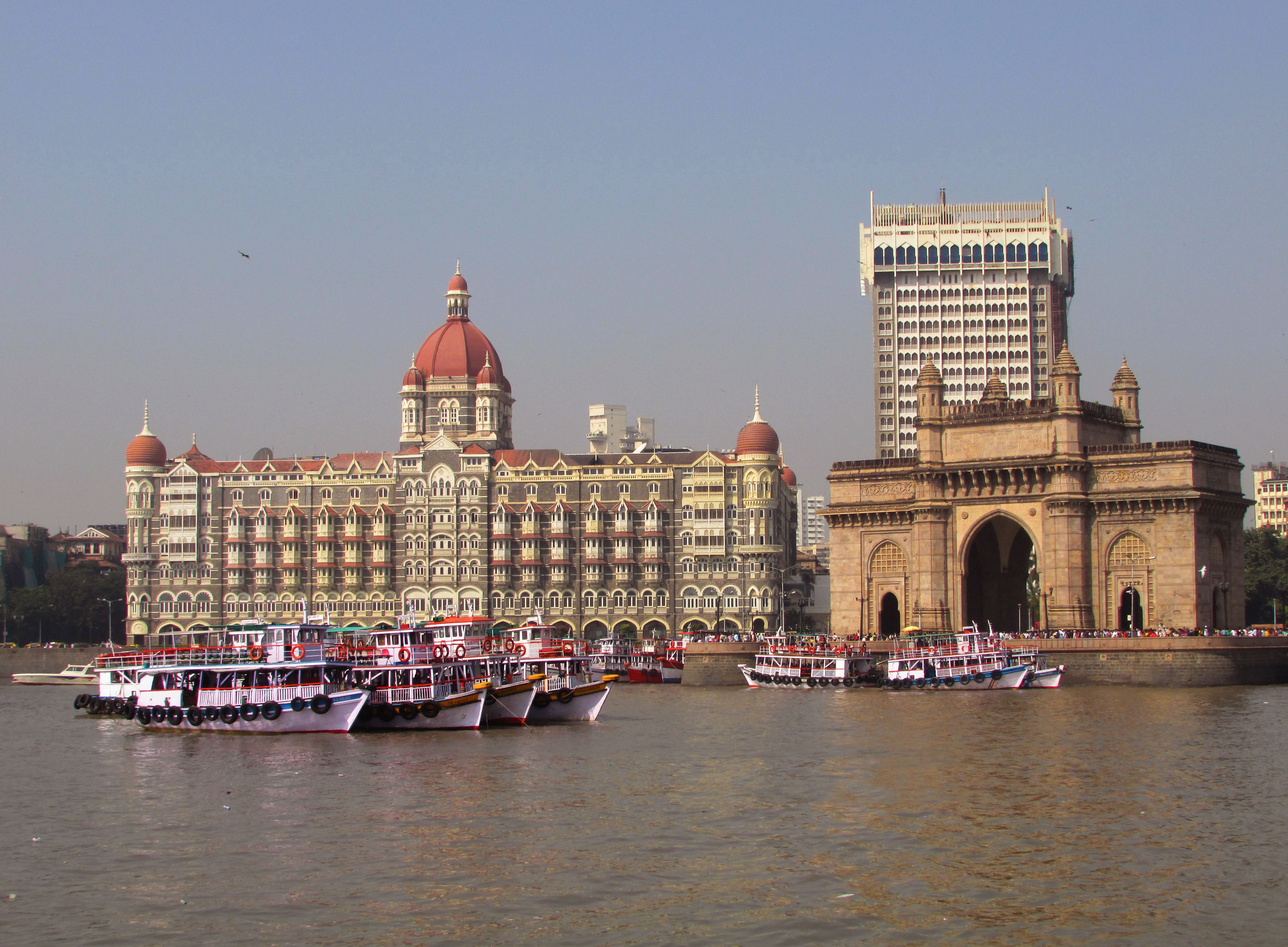 File Gateway Of India Hotel Taj And Oberoi Hotels Mumbai