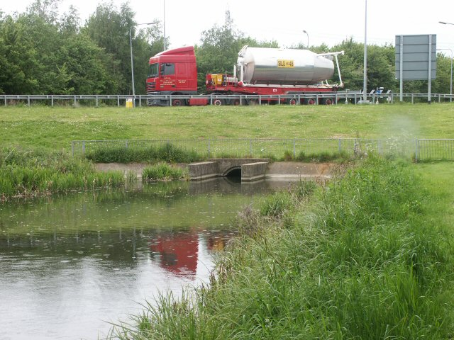 Grantham Canal roundabout - geograph.org.uk - 137285