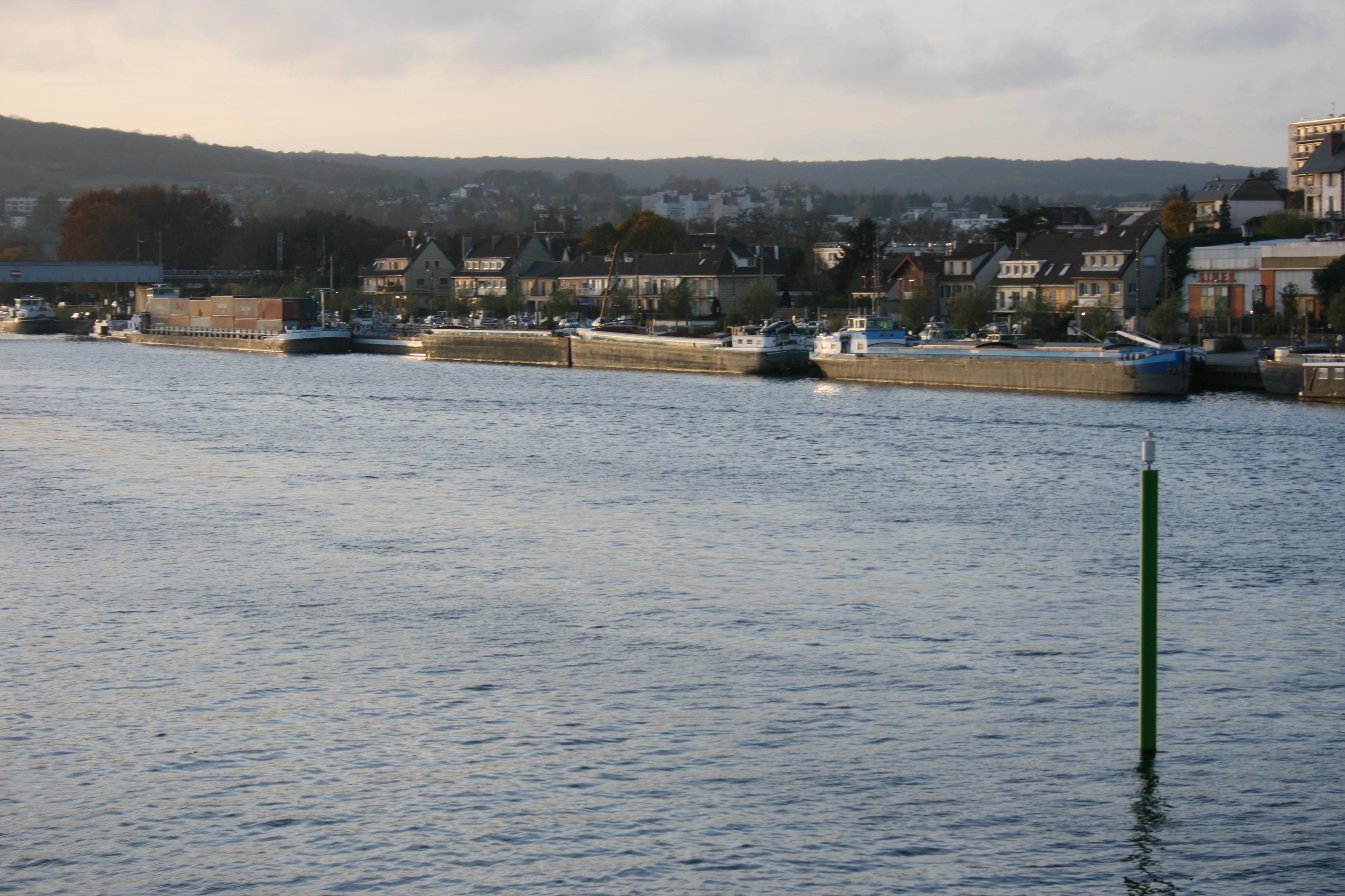 Description img 0180 boats of the seine river