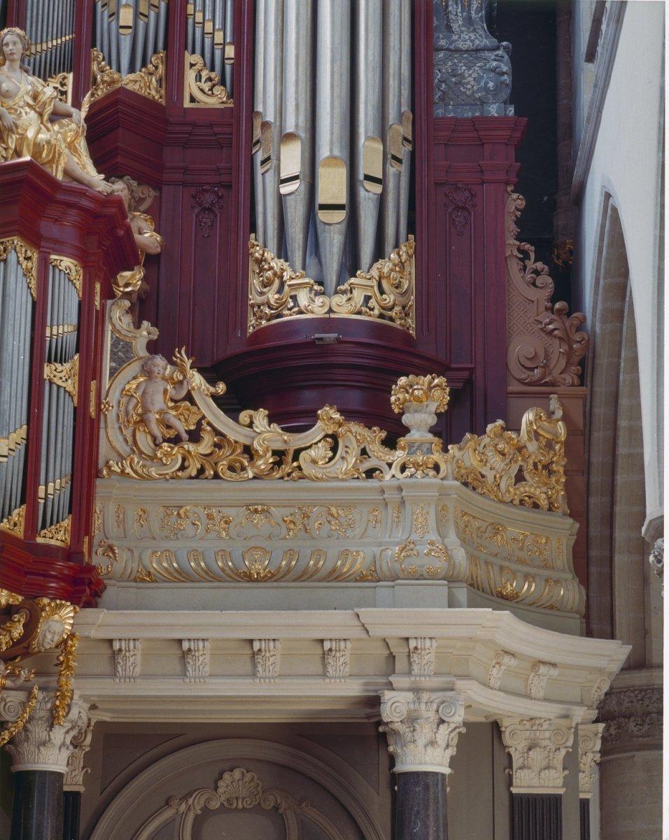 File interieur orgelbalustrade orgelkast met rode for Interieur haarlem