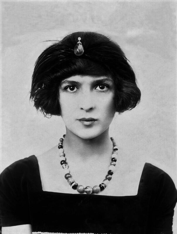 Julia James (1914)