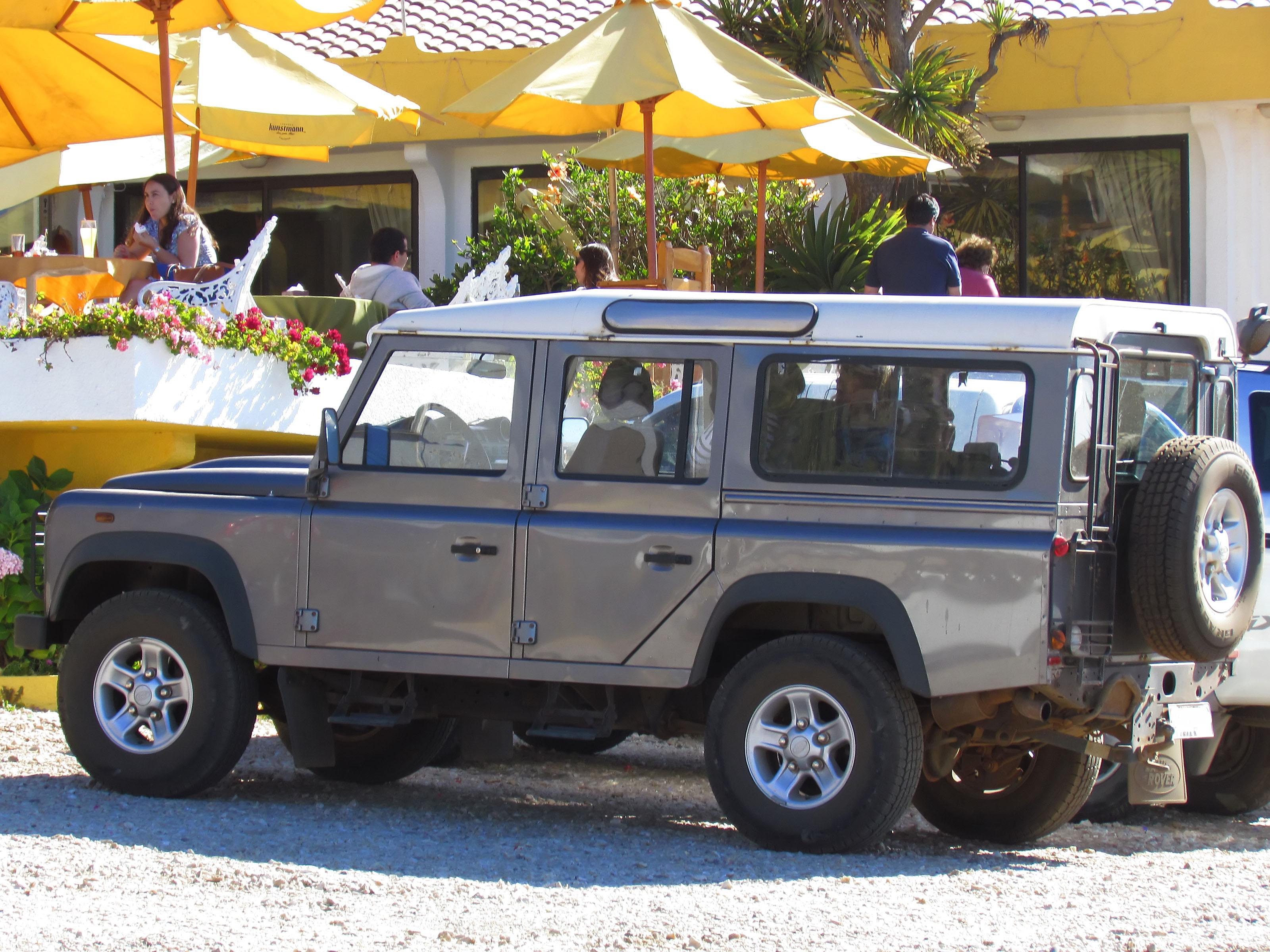 File Land Rover Defender 110 Puma 2009 15088394566 Jpg