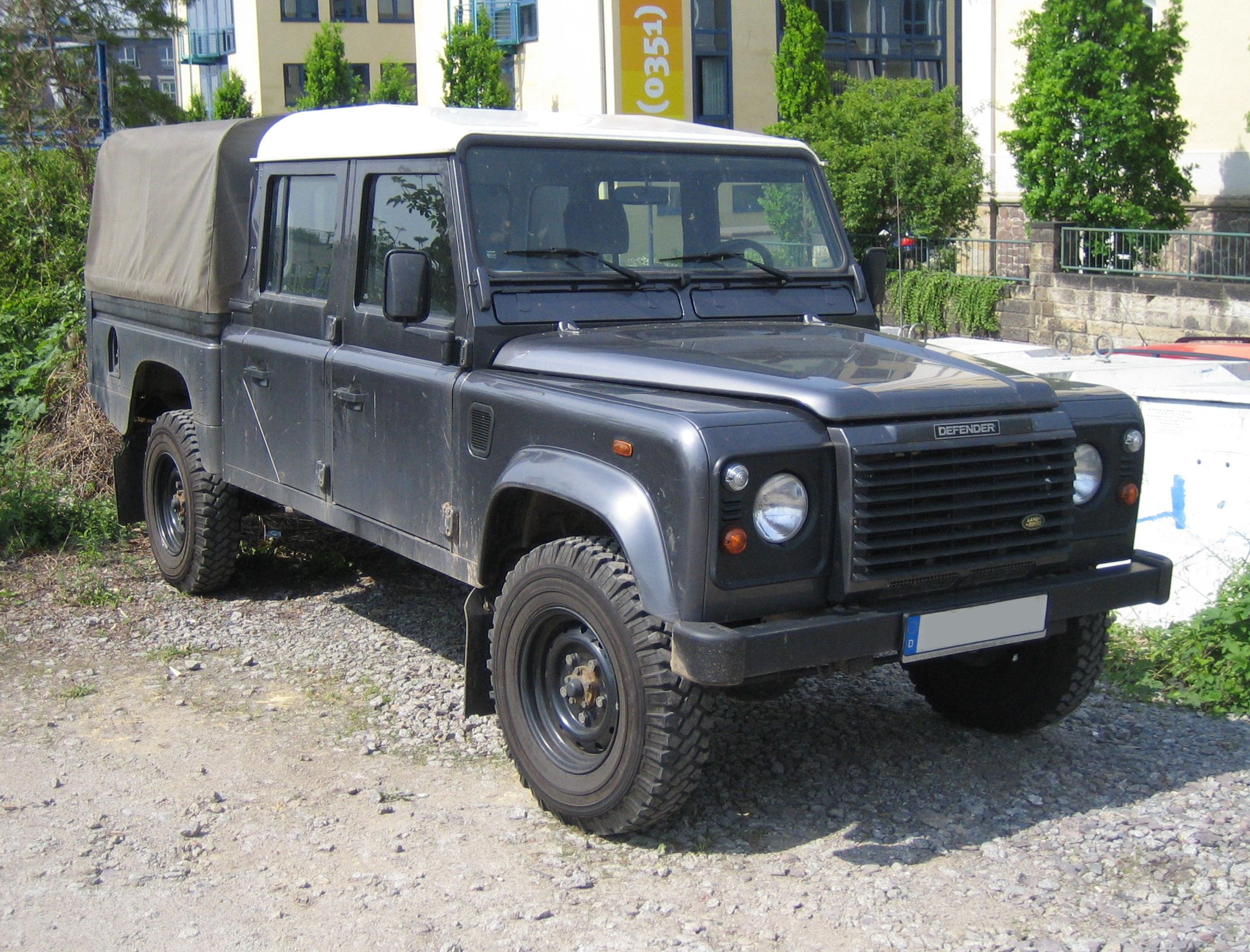 Defender 110 2018 >> File:Land Rover Defender 130.jpg - Wikimedia Commons
