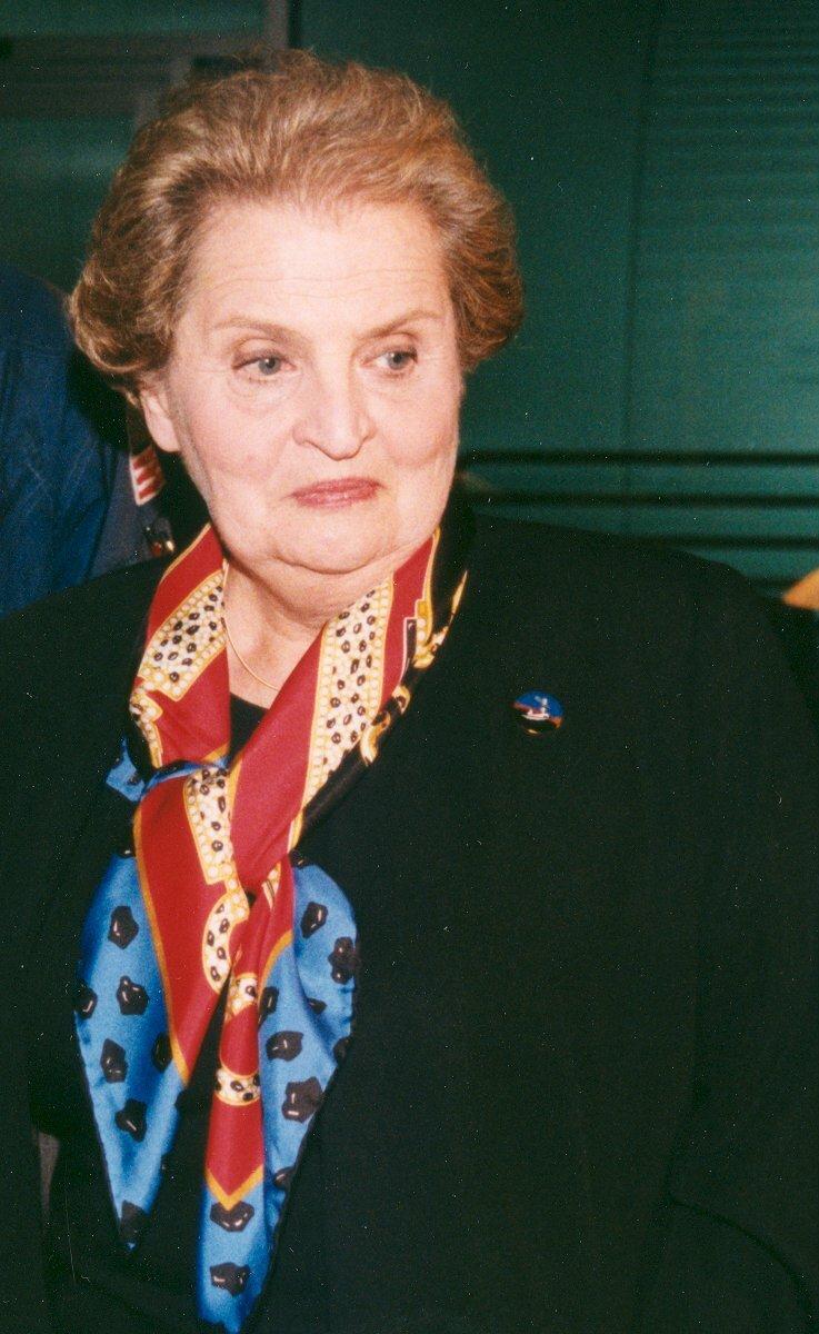 مادلين أولبرايت Madeleine_Albright_before_STS_88.jpg