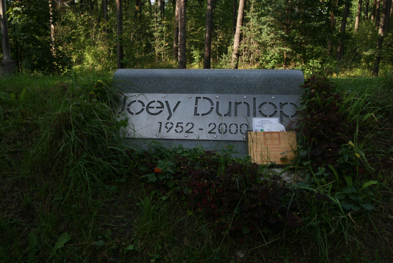 Memorial_of_Joey_Dunlop.JPG
