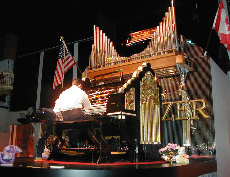 File:Mighty Wurlitzer, Roaring 20s Pizza and Pipes ...