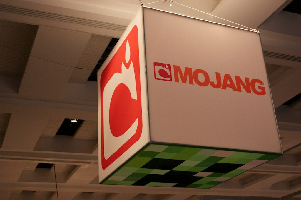 Mojang_sign_at_PAX_Prime_2011_%288681055996%29 Minecraft