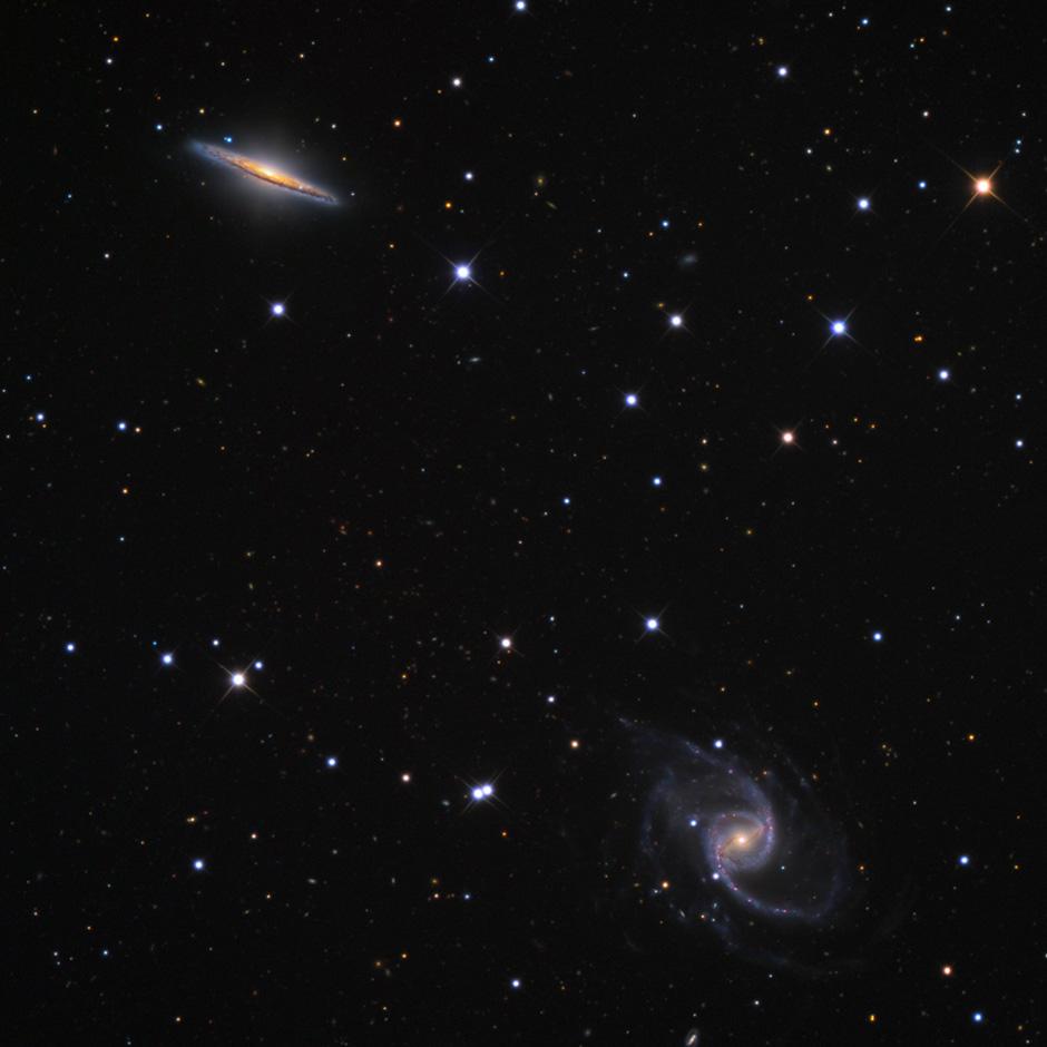 Aufnahme der Galaxien NGC 5905 (unten) und NGC 5908 (oben) mit einem 32-Inch-Teleskop