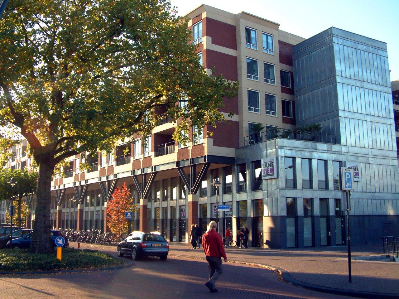 File nl uden palazzo fiorentino 3 jpg wikimedia commons for Zwembad uden