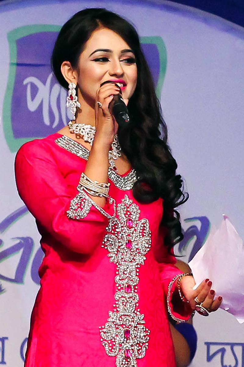 File Nusrat Faria Mazhar In 2014 Jpg Wikimedia Commons